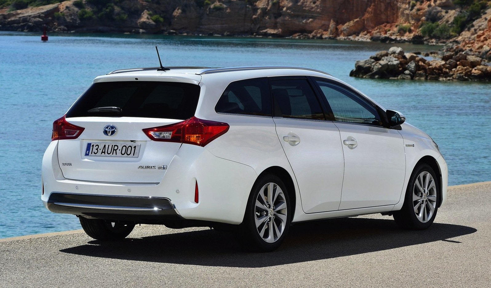 Toyota Corolla gets hybrid wagon option for Europe ...