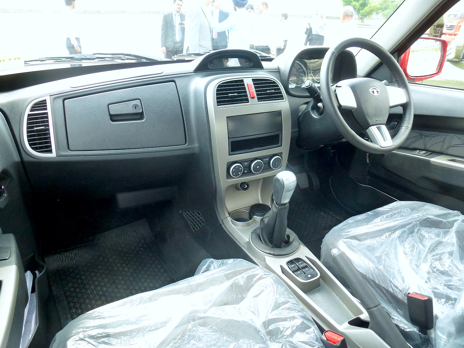 pics for tata xenon modified interior. Black Bedroom Furniture Sets. Home Design Ideas