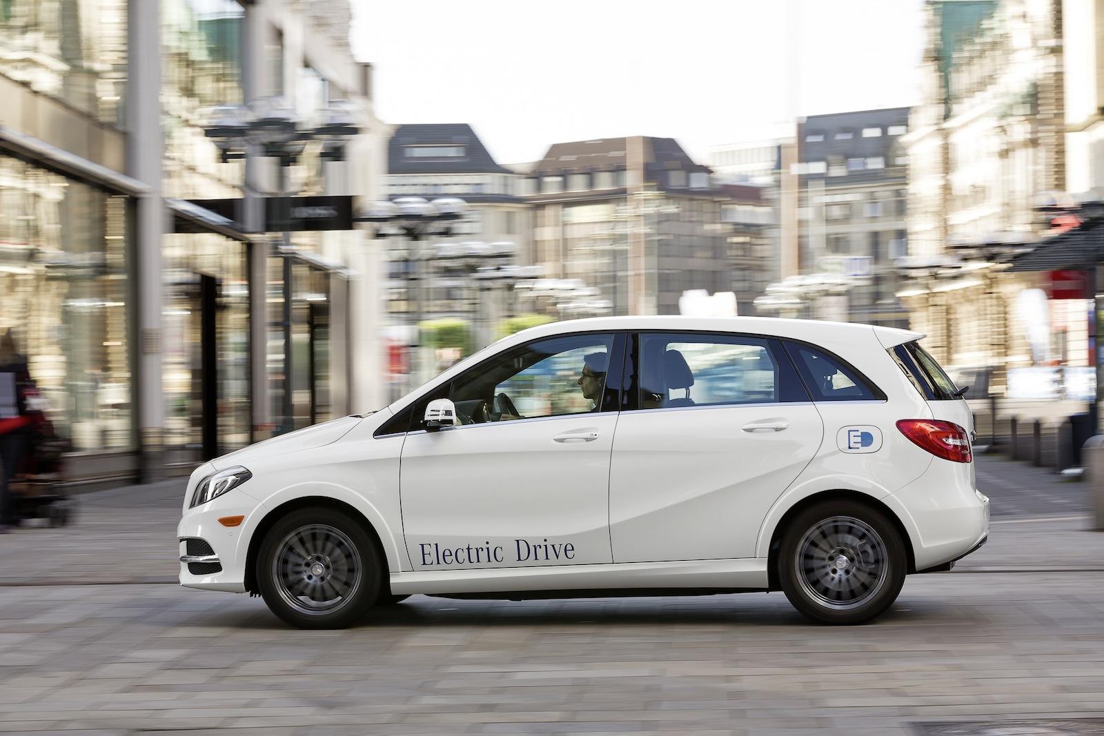 Mercedes benz defends electric vehicle strategy versus bmw for Mercedes benz brands
