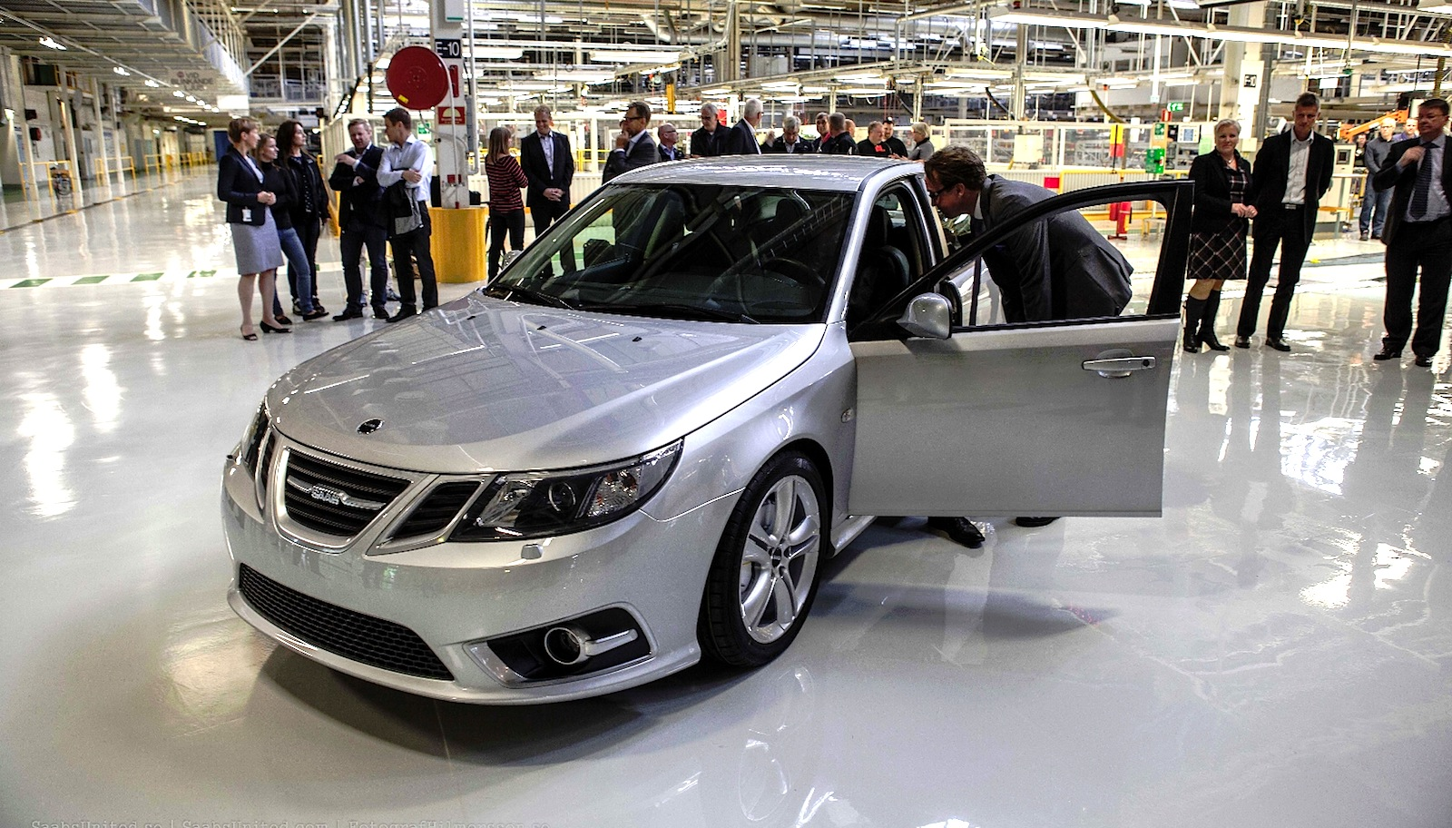 Best Cars Under 100000 >> Saab production resumes in Trollhattan under NEVS control - Photos (1 of 6)