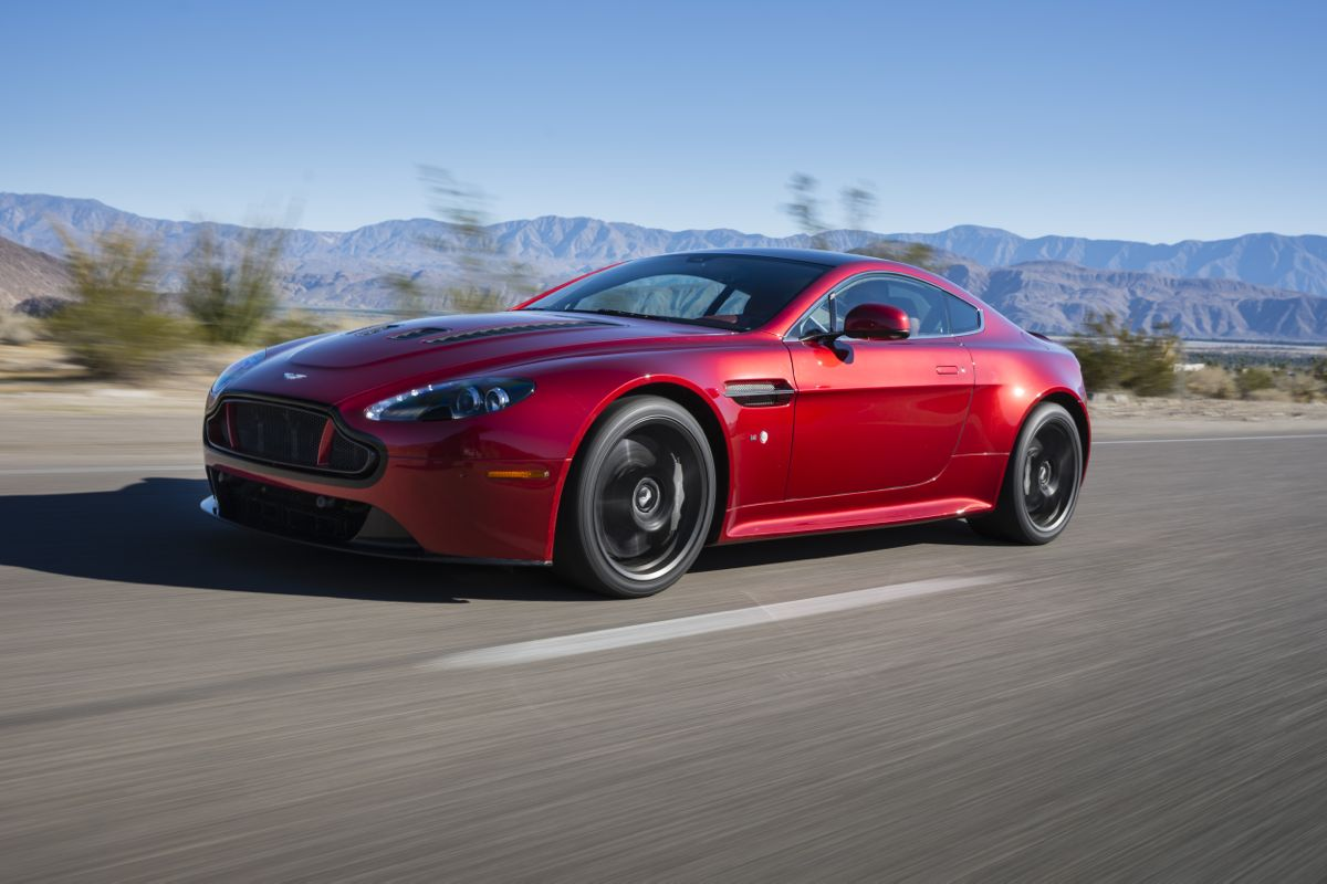 aston martin v12 vantage s review caradvice. Black Bedroom Furniture Sets. Home Design Ideas