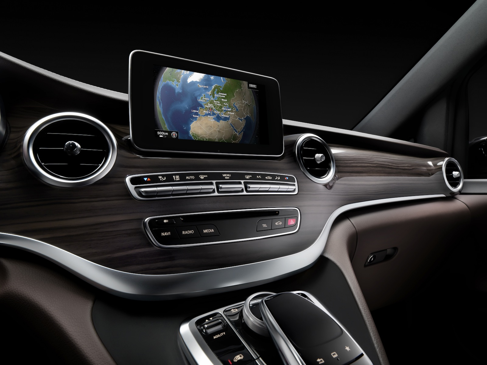Mercedes benz v class viano replacement interior revealed for Interieur online