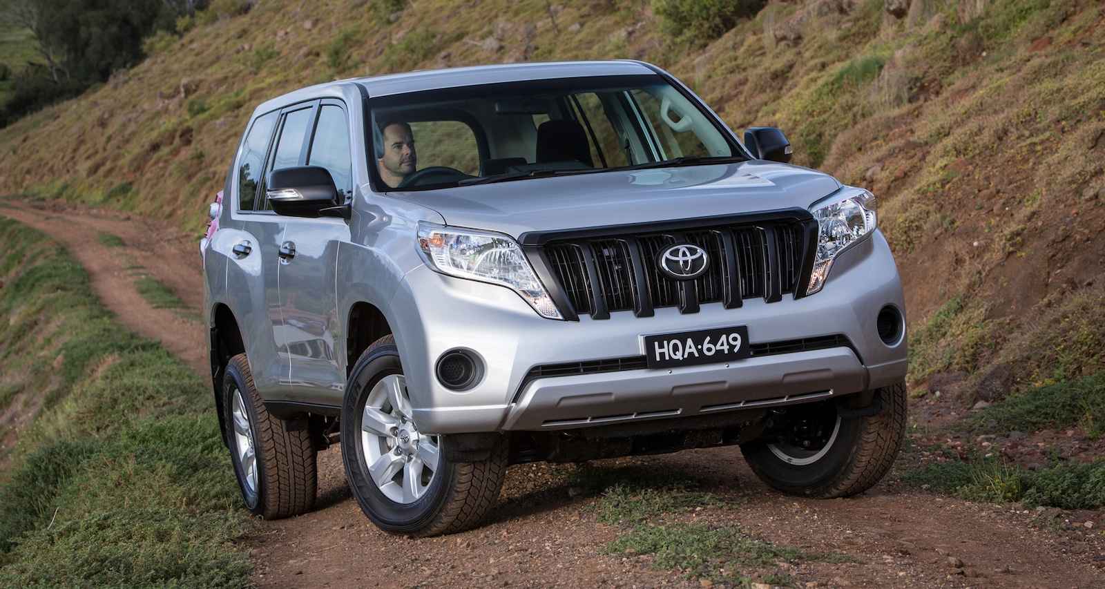 2014 toyota landcruiser prado pricing and specifications photos 1 of 18