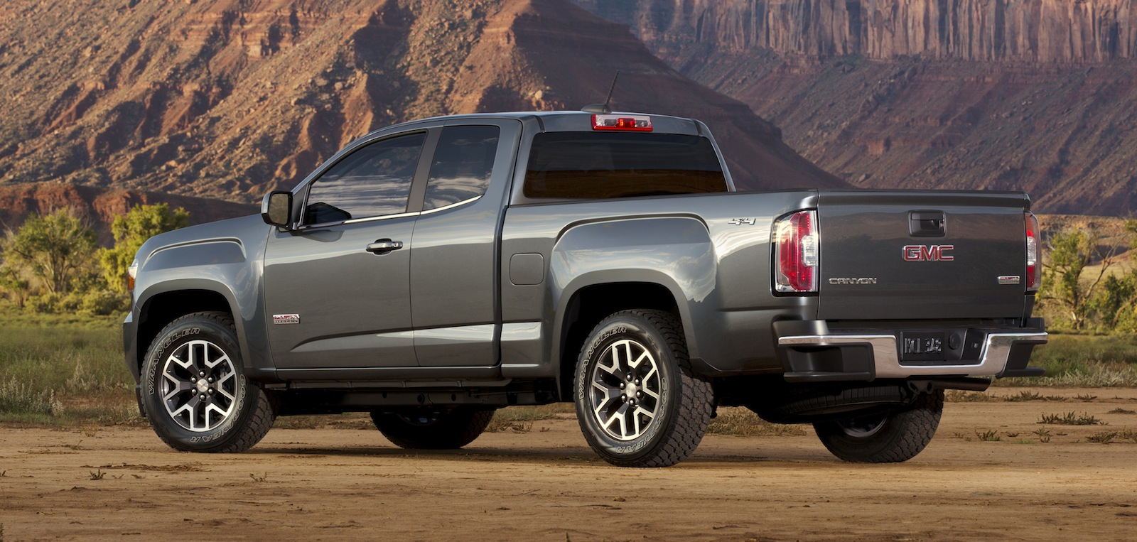 GMC Canyon : Colorado-based mid-size pick-up revealed - Photos (1 of 16)