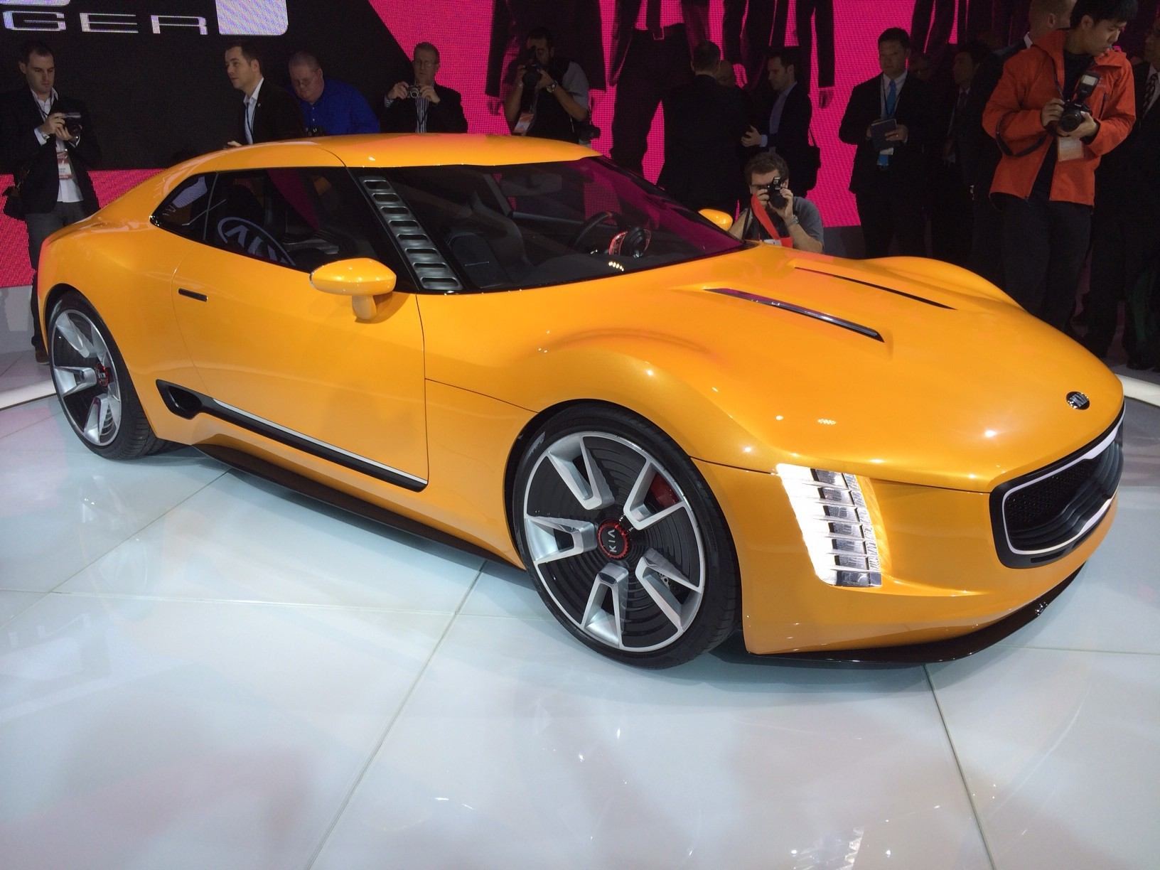 kia gt4 stinger aggressive sports car concept unveiled photos 1 of 9. Black Bedroom Furniture Sets. Home Design Ideas