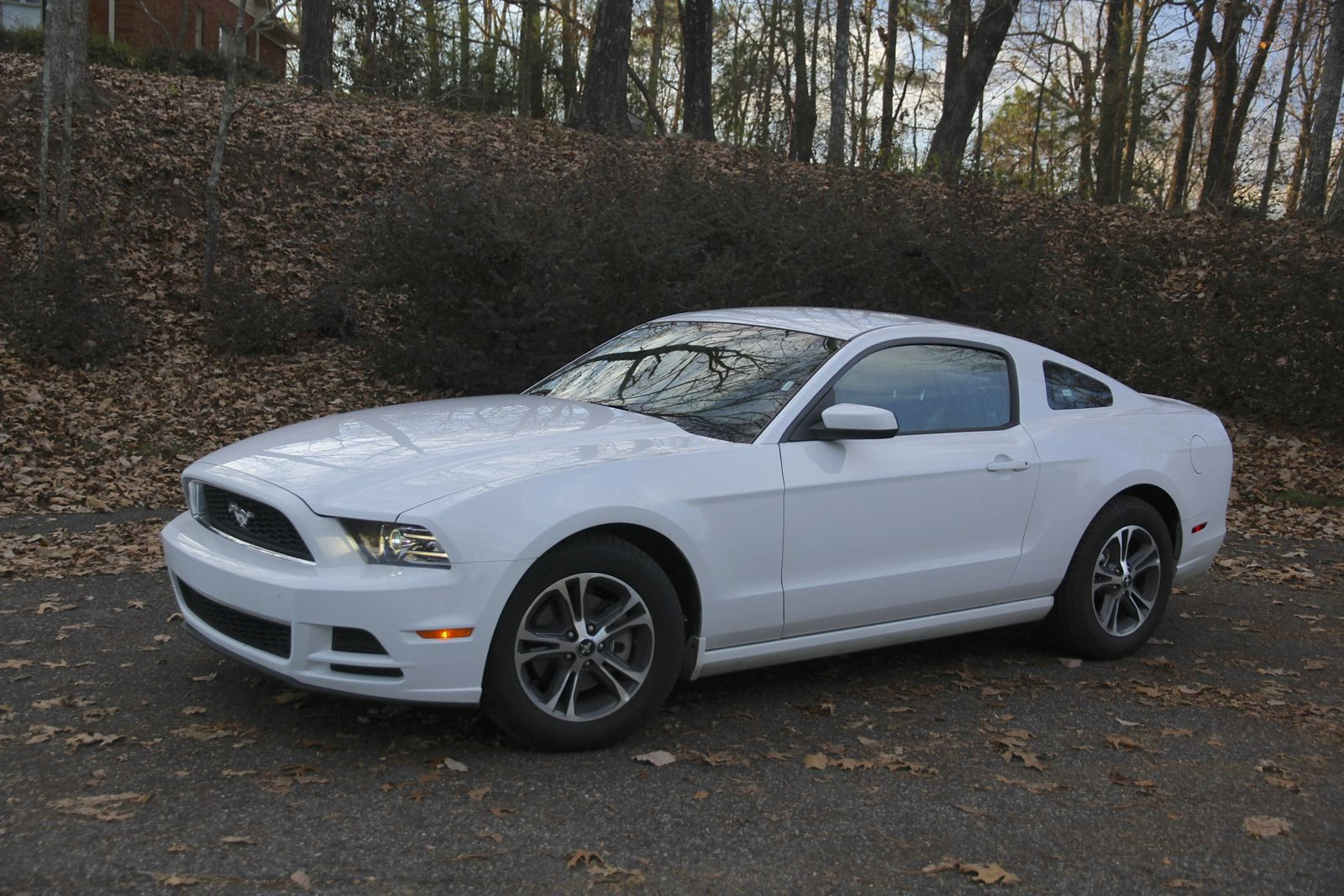 2014 ford mustang review v6 premium caradvice. Black Bedroom Furniture Sets. Home Design Ideas