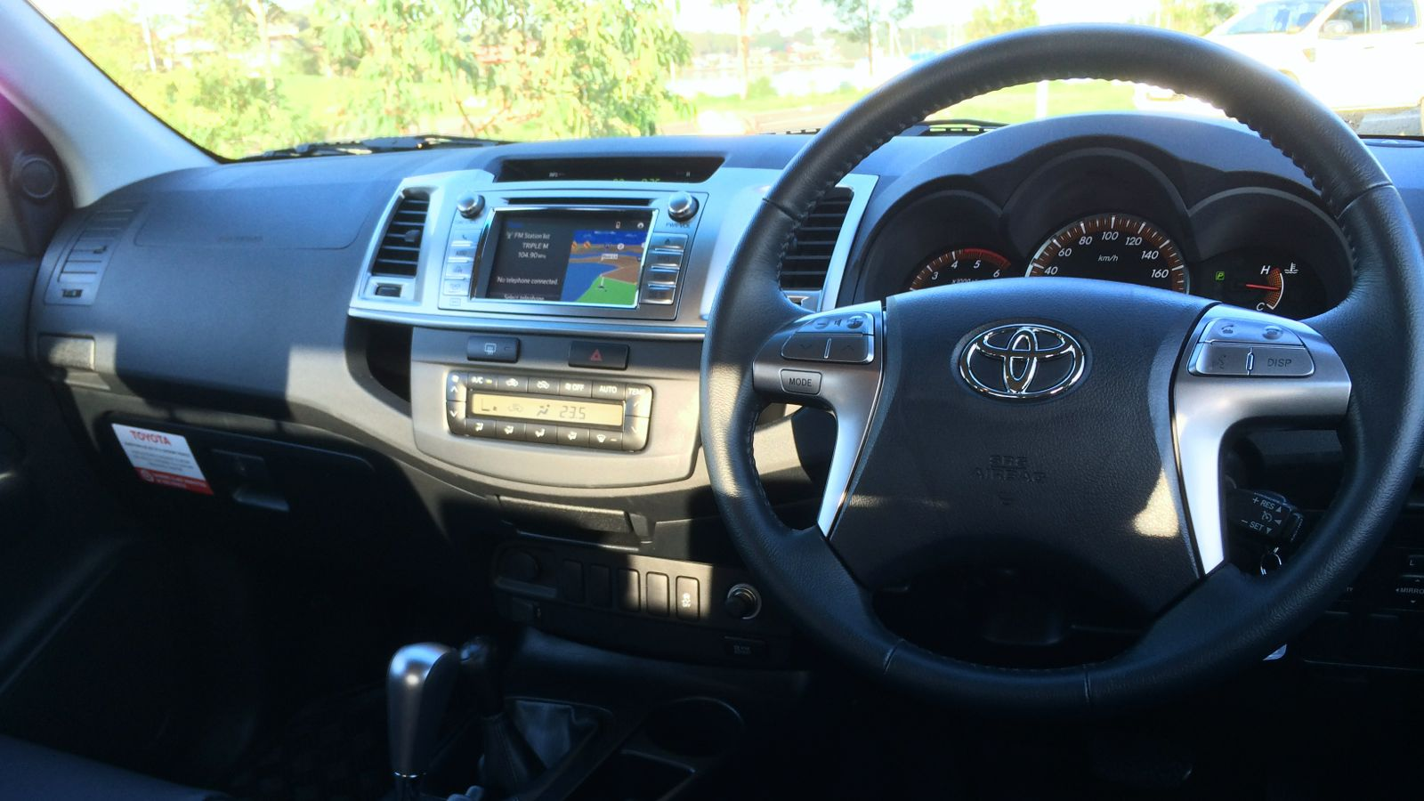 2014 Toyota HiLux Review : 4x4 SR5 diesel dual-cab | CarAdvice