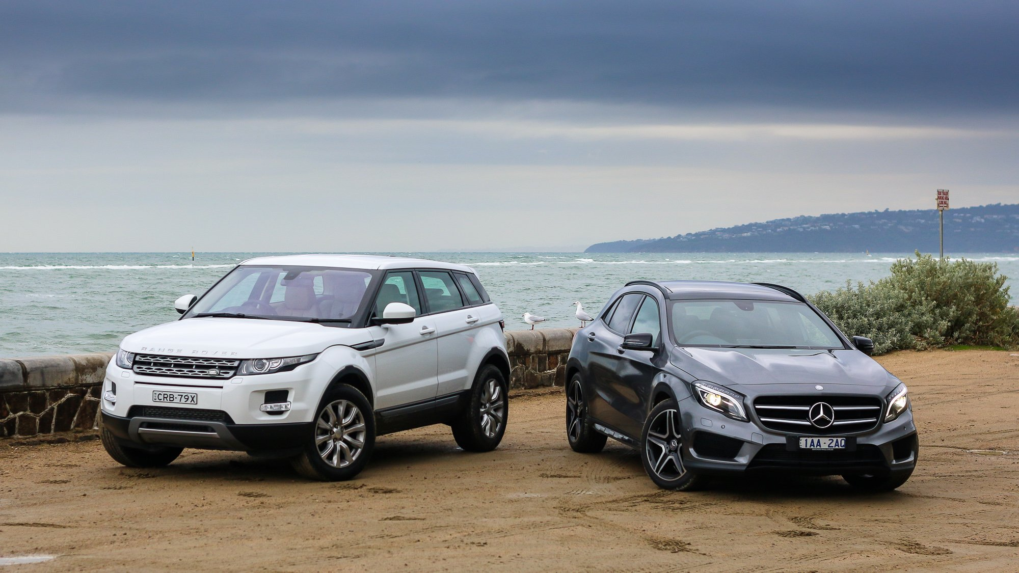 mercedes benz gla class v range rover evoque comparison