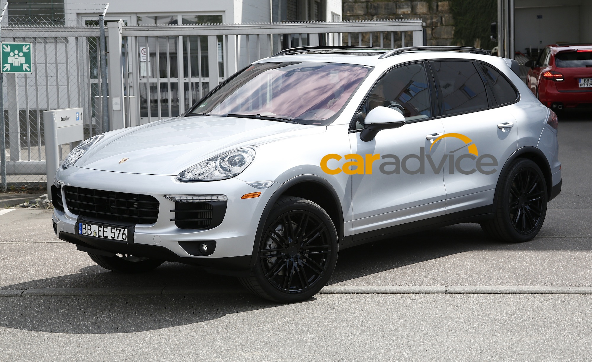 2015 porsche cayenne best look yet at luxury suv facelift photos 1 of 7. Black Bedroom Furniture Sets. Home Design Ideas