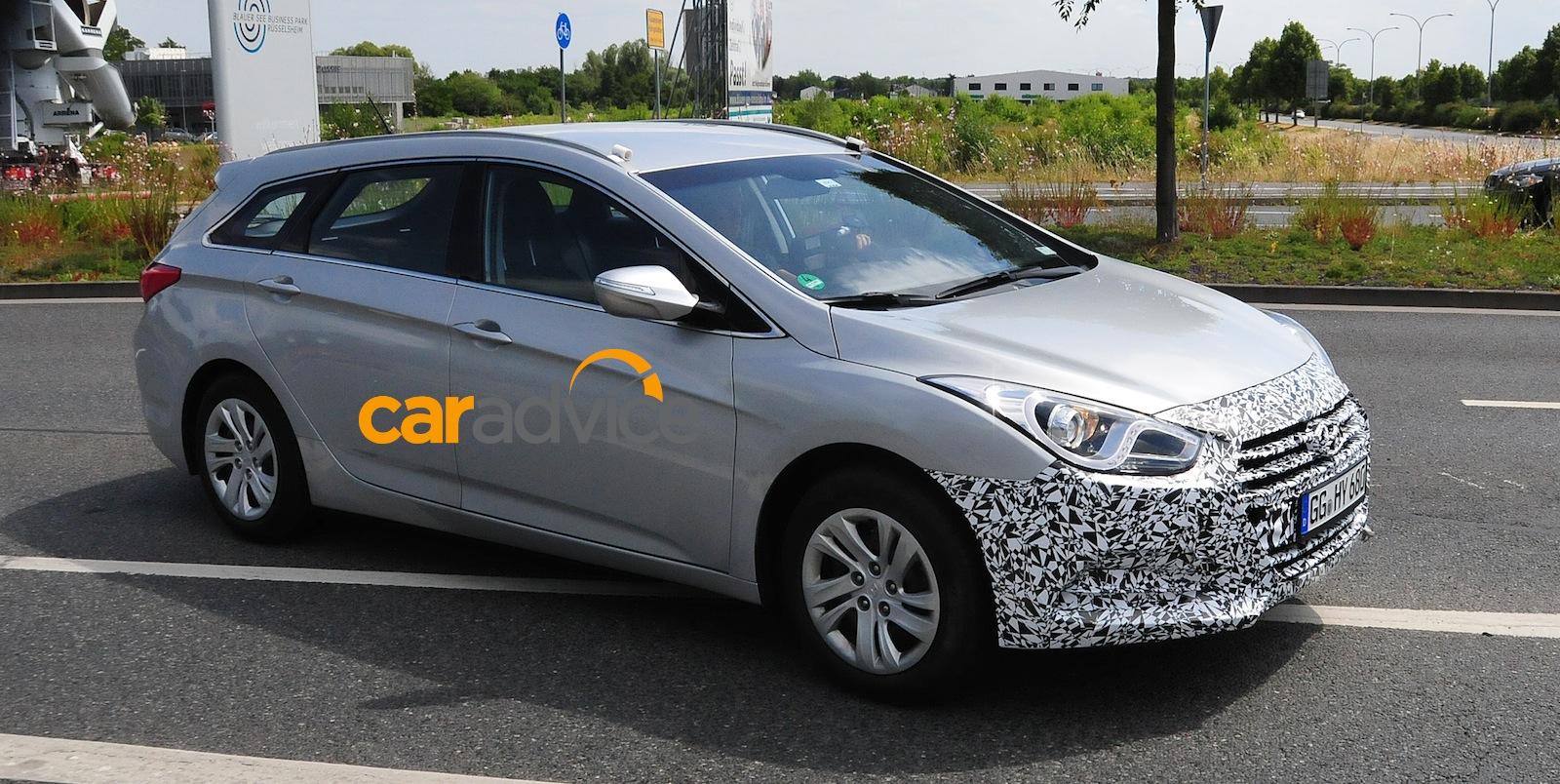 2015 hyundai i40 facelifted tourer spied photos 1 of 5. Black Bedroom Furniture Sets. Home Design Ideas