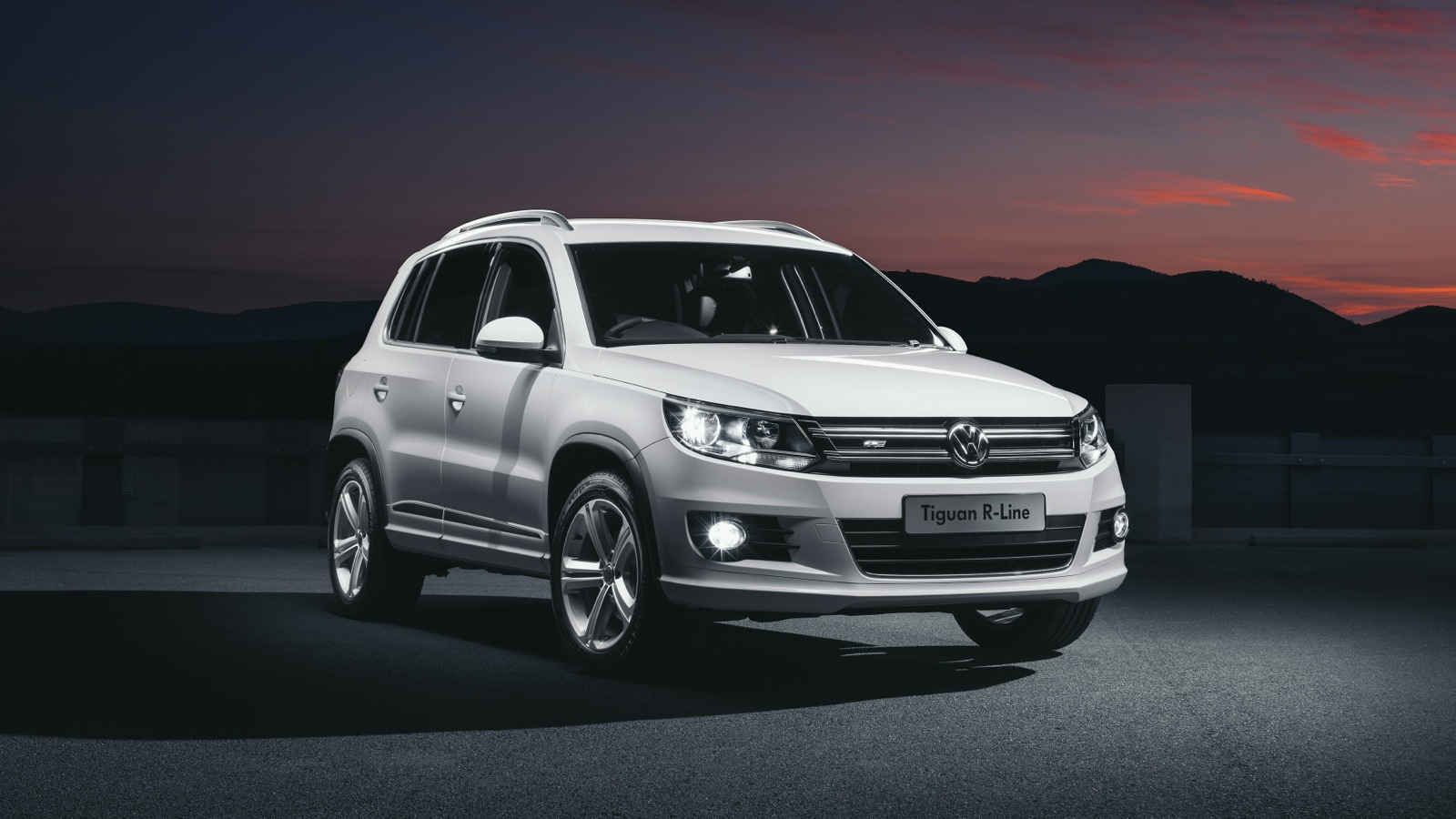 volkswagen r line expands to golf wagon and tiguan ranges photos 1 of 8. Black Bedroom Furniture Sets. Home Design Ideas