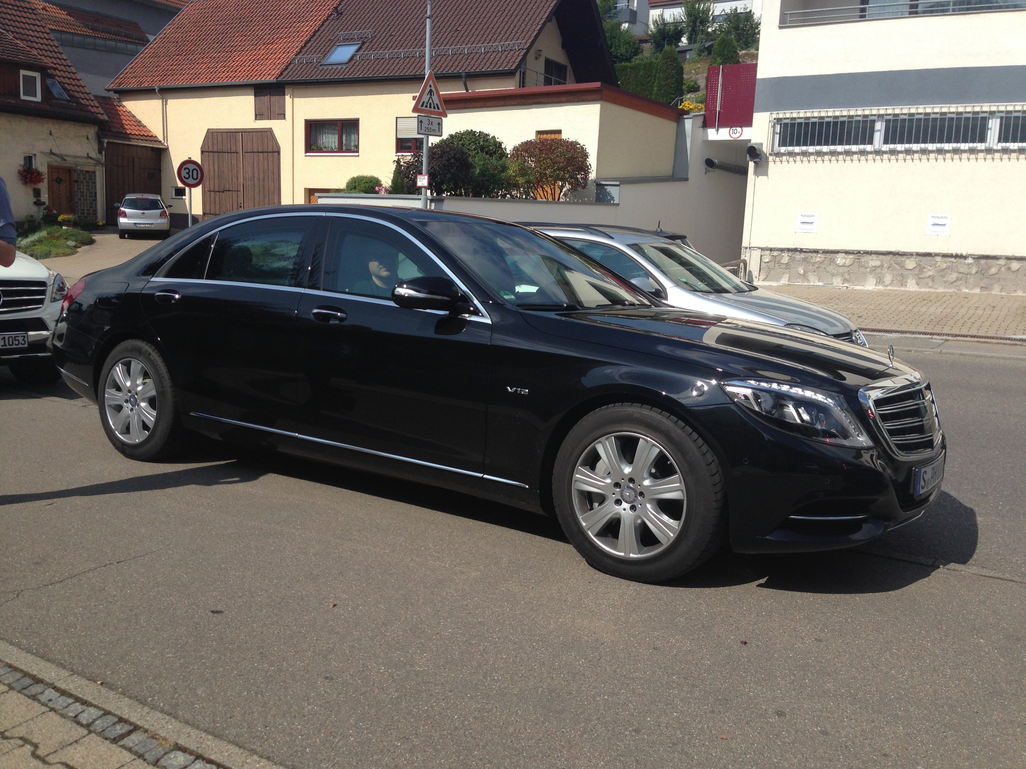 Mercedes benz s600 guard review driving the armoured g for Mercedes benz armored