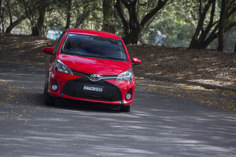 Toyota Yaris honda jazz 2013 год сРавнение #11