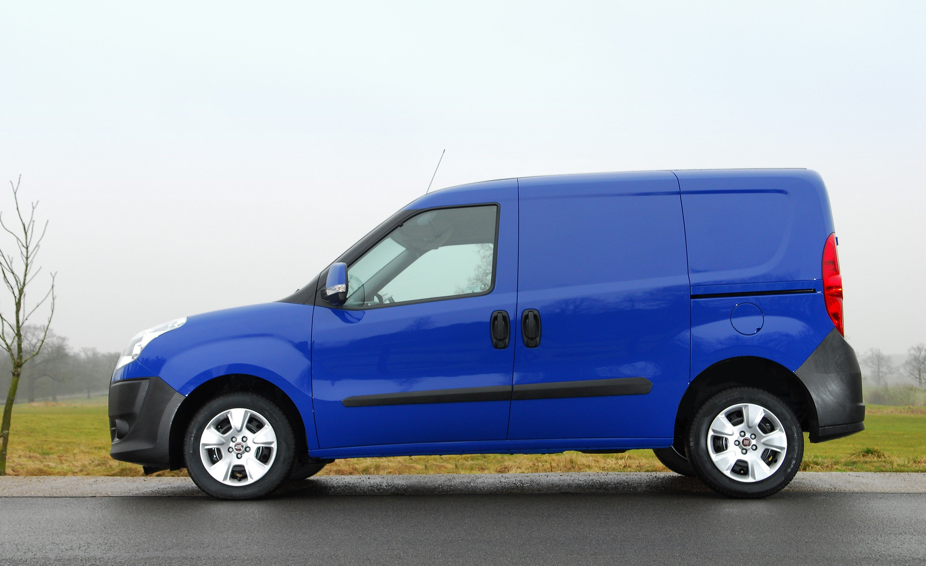 fiat doblo small van arrives from 22k photos 1 of 5. Black Bedroom Furniture Sets. Home Design Ideas