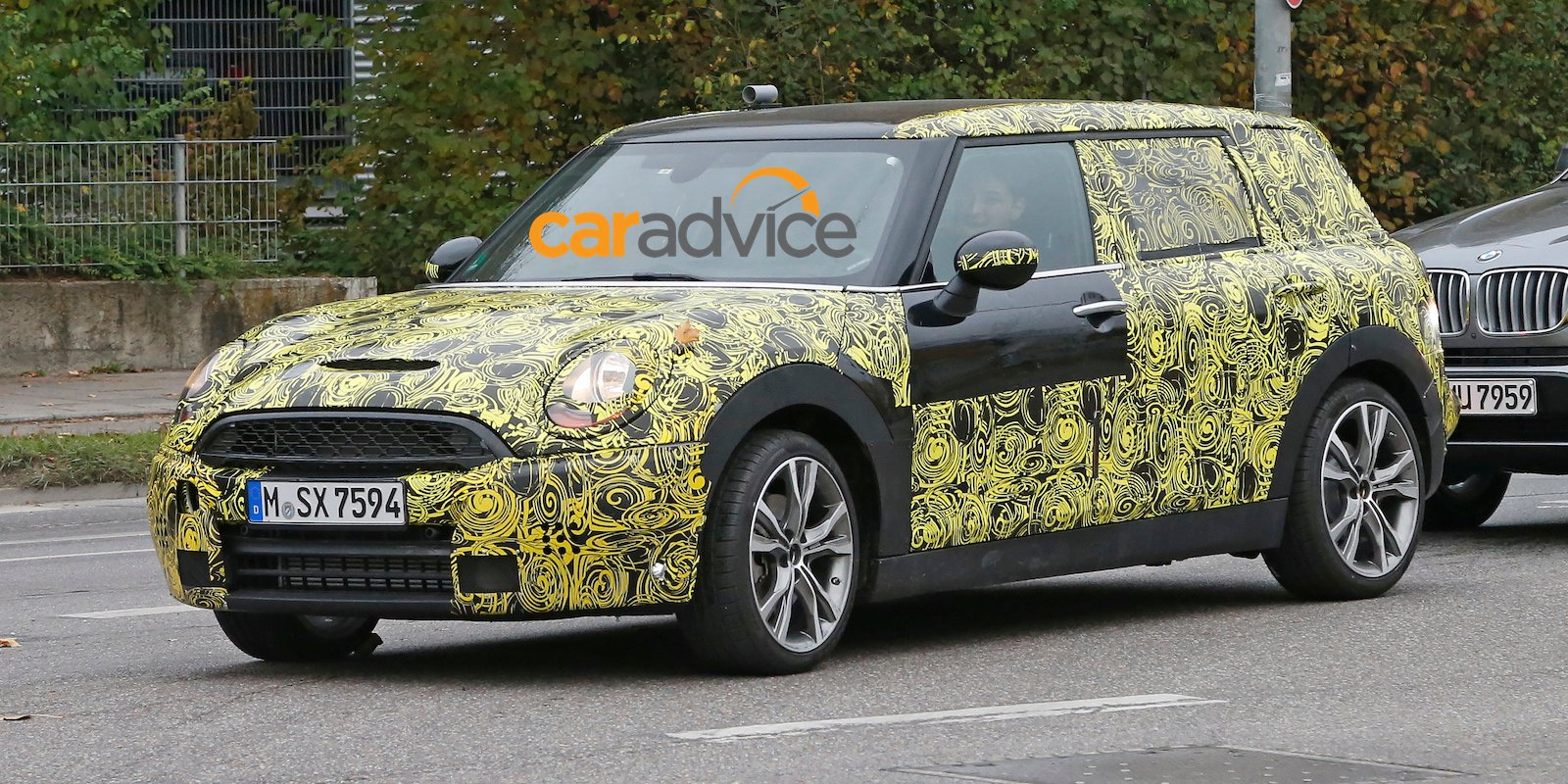 2016 mini clubman interior revealed in latest spy shots photos 1 of 8. Black Bedroom Furniture Sets. Home Design Ideas