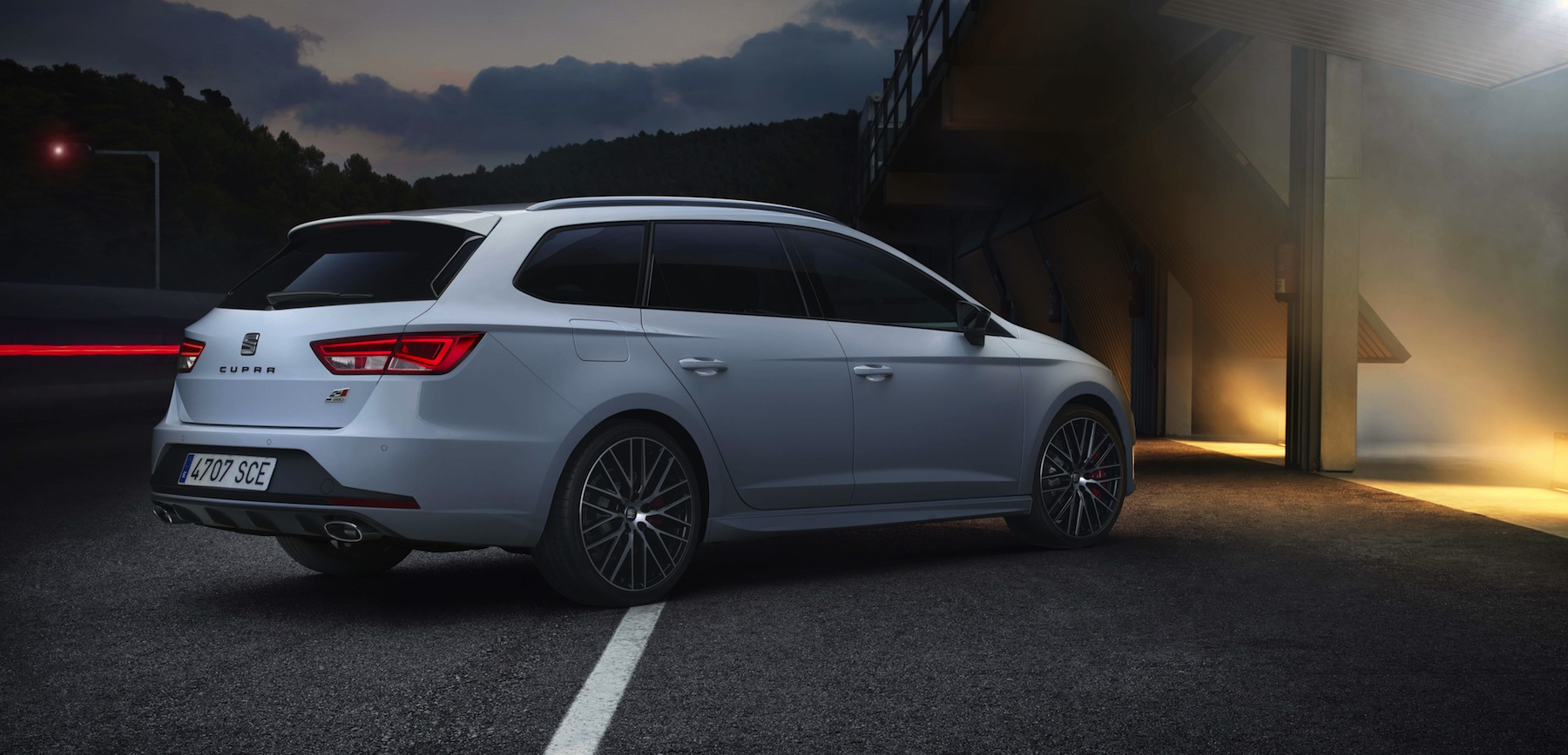 seat leon st cupra 280 spanish hot hatch turns wagon. Black Bedroom Furniture Sets. Home Design Ideas