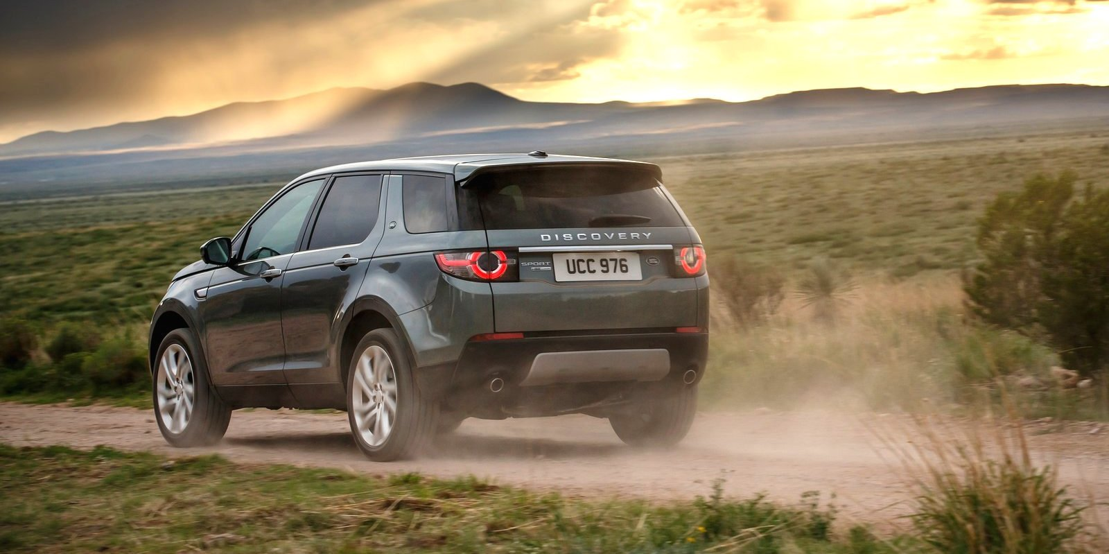 land rover discovery sport v range rover evoque clash will. Black Bedroom Furniture Sets. Home Design Ideas