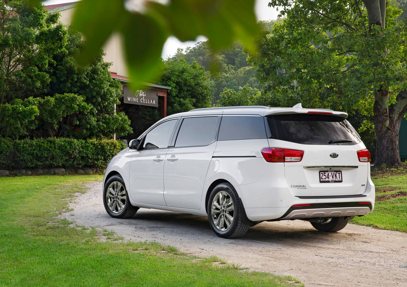 2015 kia carnival pricing and specifications photos 1 of 2. Black Bedroom Furniture Sets. Home Design Ideas