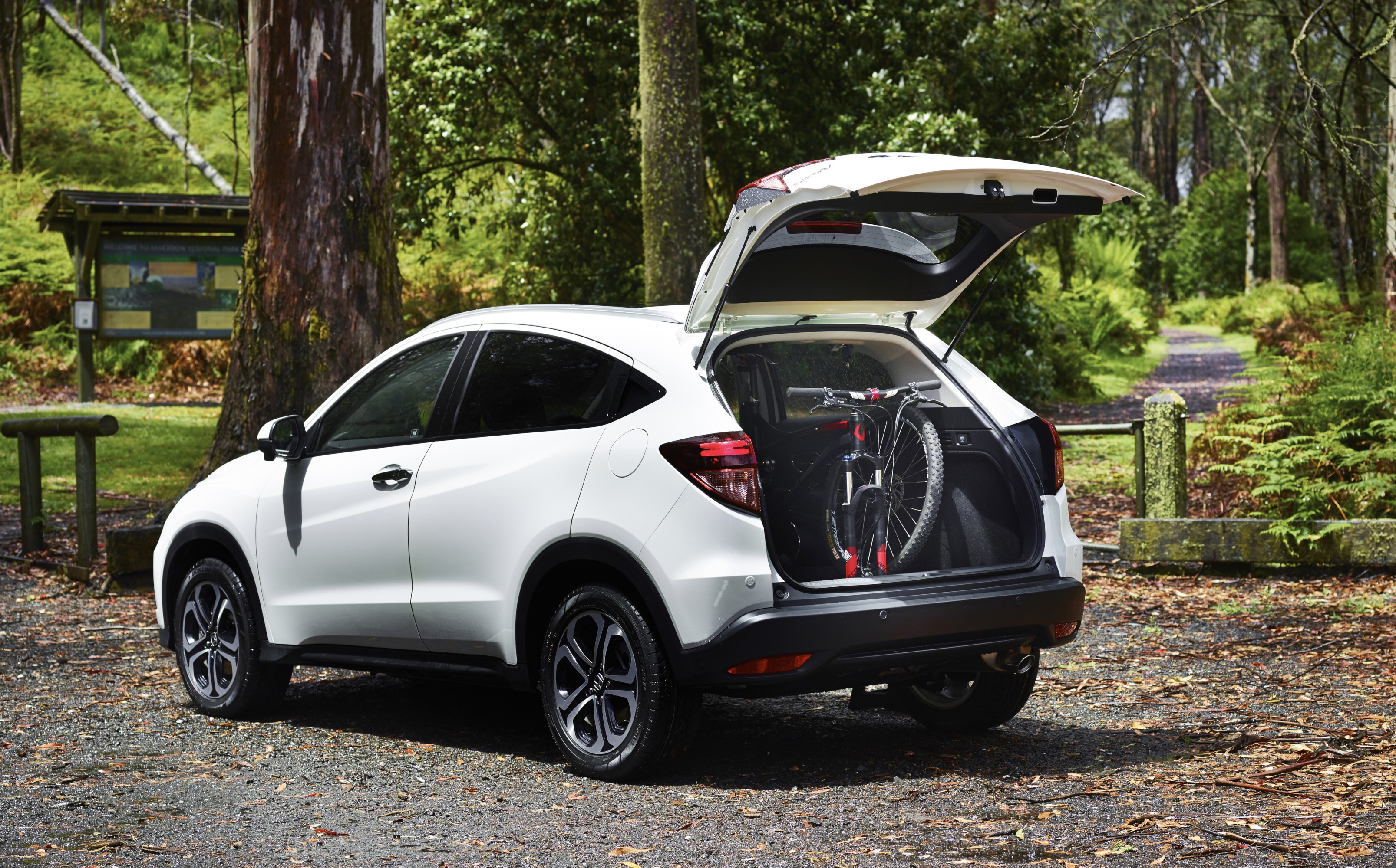 honda hr v launch pricing specifications and bold targets photos 1 of 13. Black Bedroom Furniture Sets. Home Design Ideas
