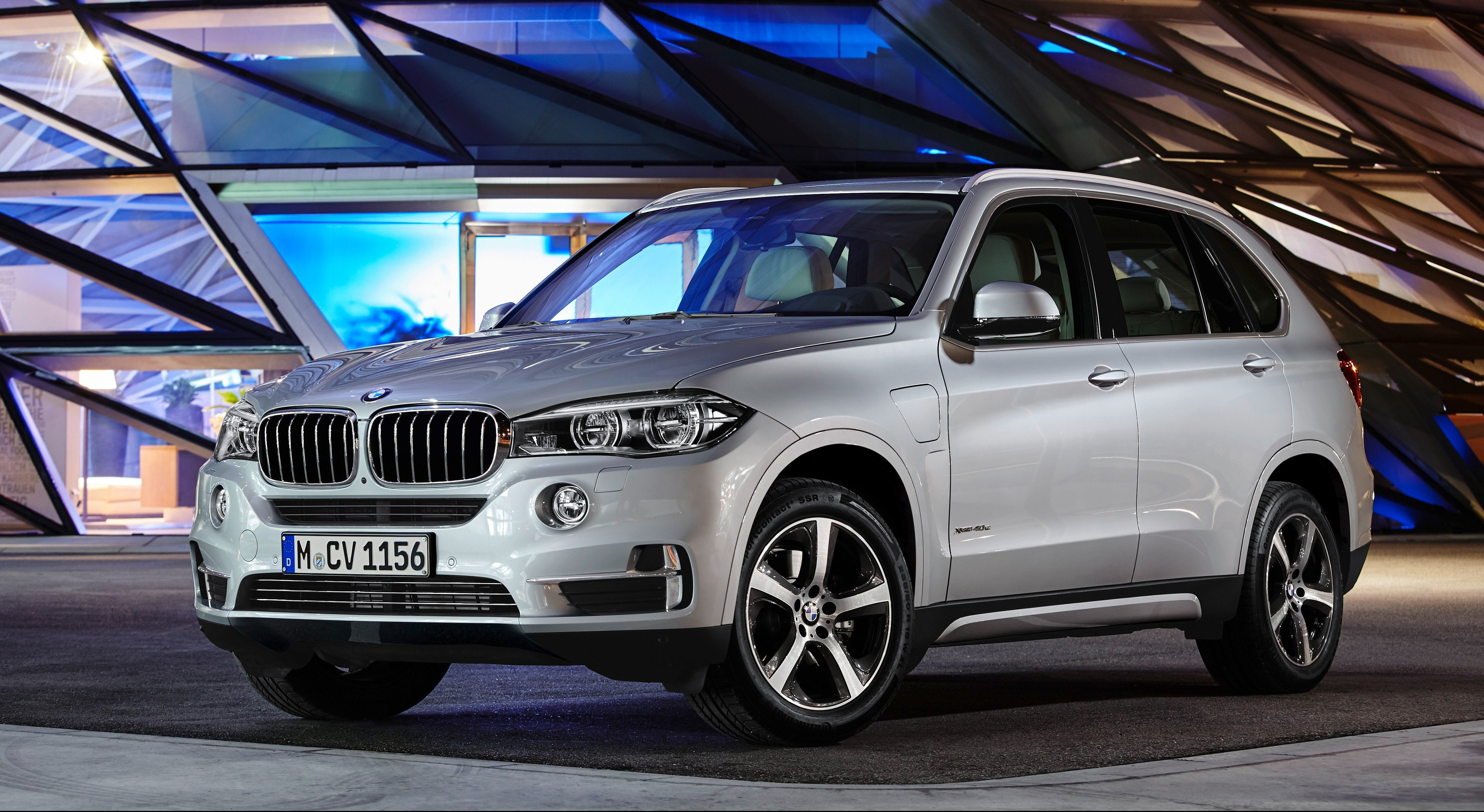 bmw x5 xdrive40e plug in hybrid revealed photos 1 of 5. Black Bedroom Furniture Sets. Home Design Ideas