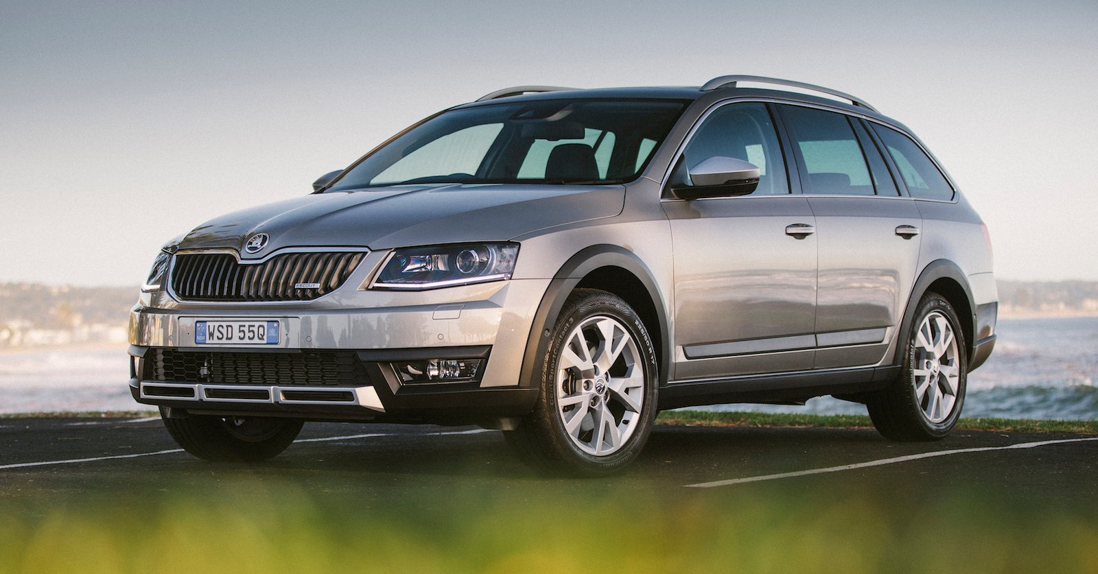 2015 skoda octavia scout 4x4 pricing and specifications photos 1 of 4. Black Bedroom Furniture Sets. Home Design Ideas
