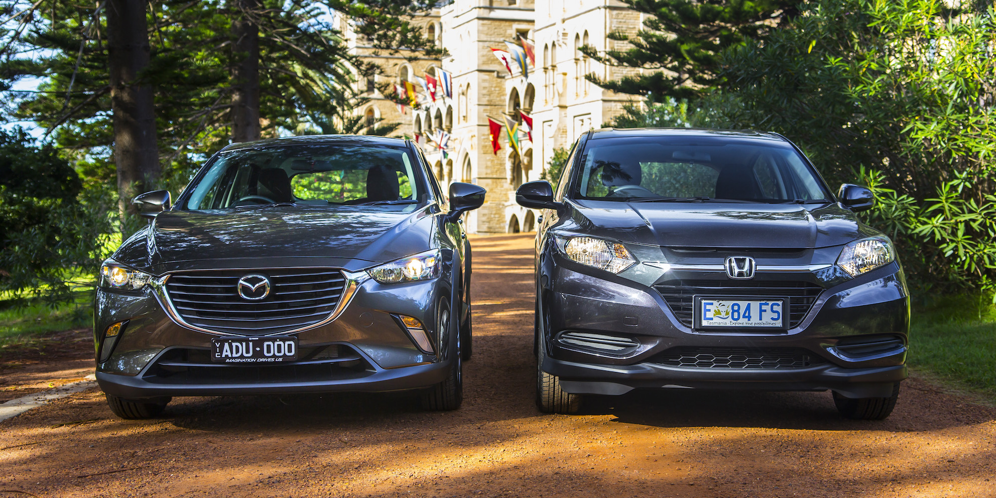 Cx 3 Vs Hrv >> Honda Hr V Vti V Mazda Cx 3 Maxx Comparison Review Photos 1
