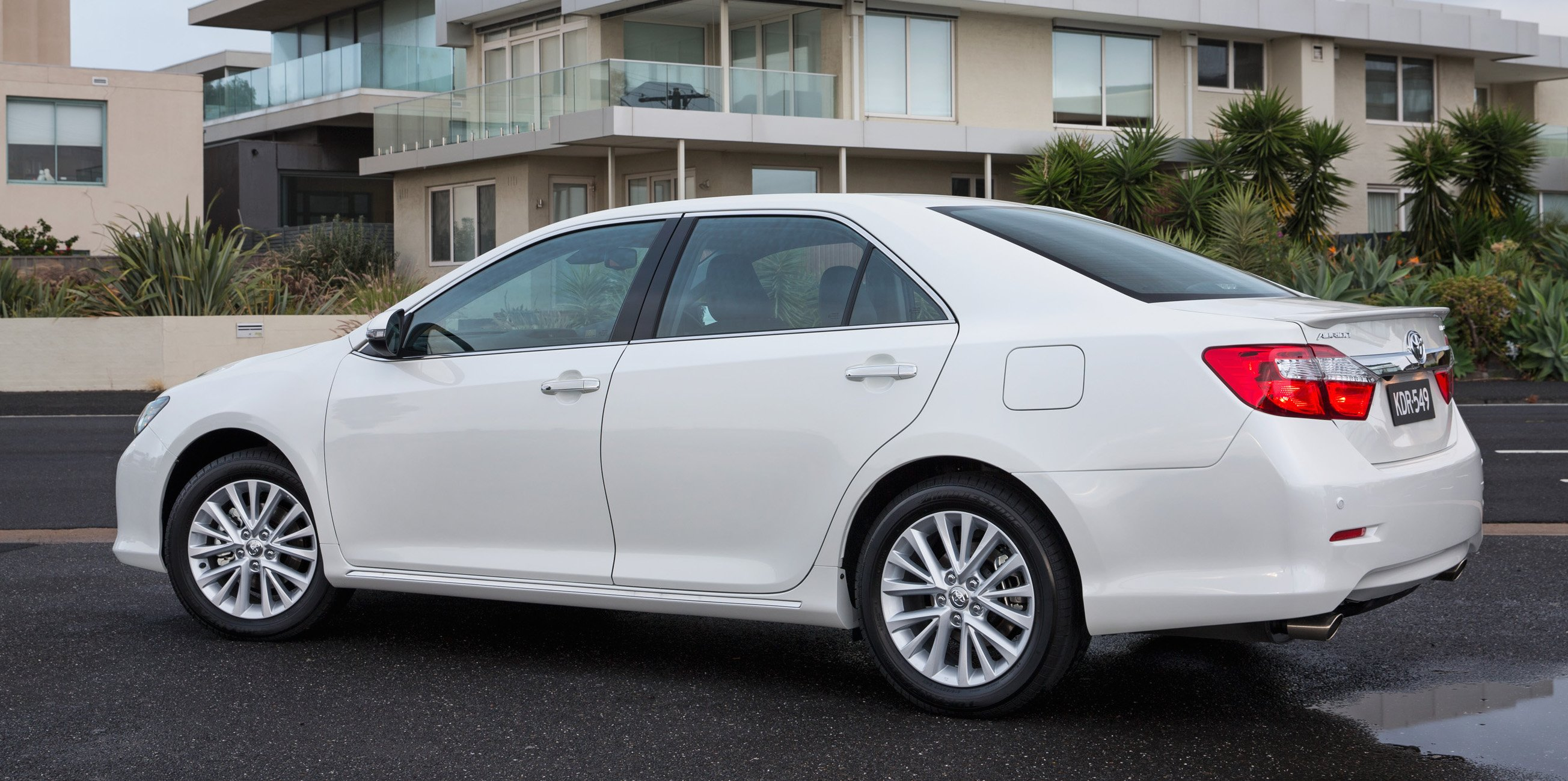 2015 toyota aurion pricing and specifications photos 1