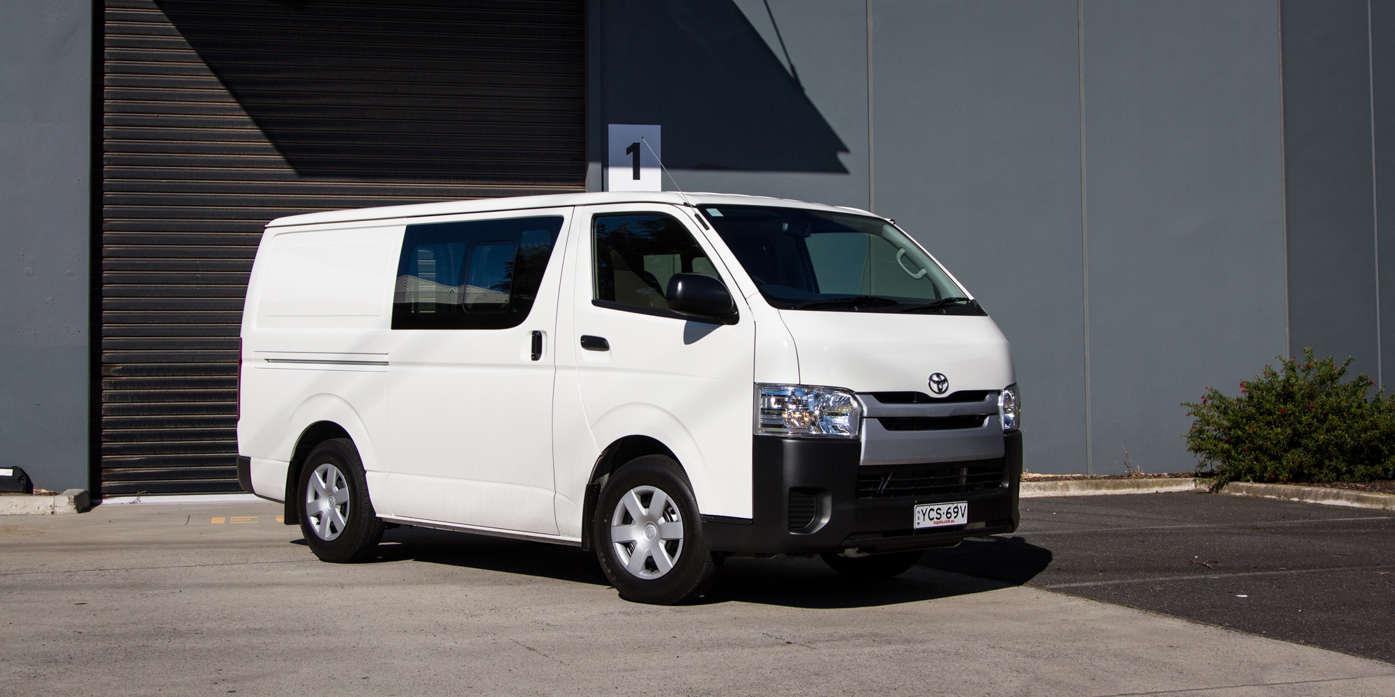Ford Cargo Van For Sale >> 2015 Toyota HiAce Crew Van Review | CarAdvice