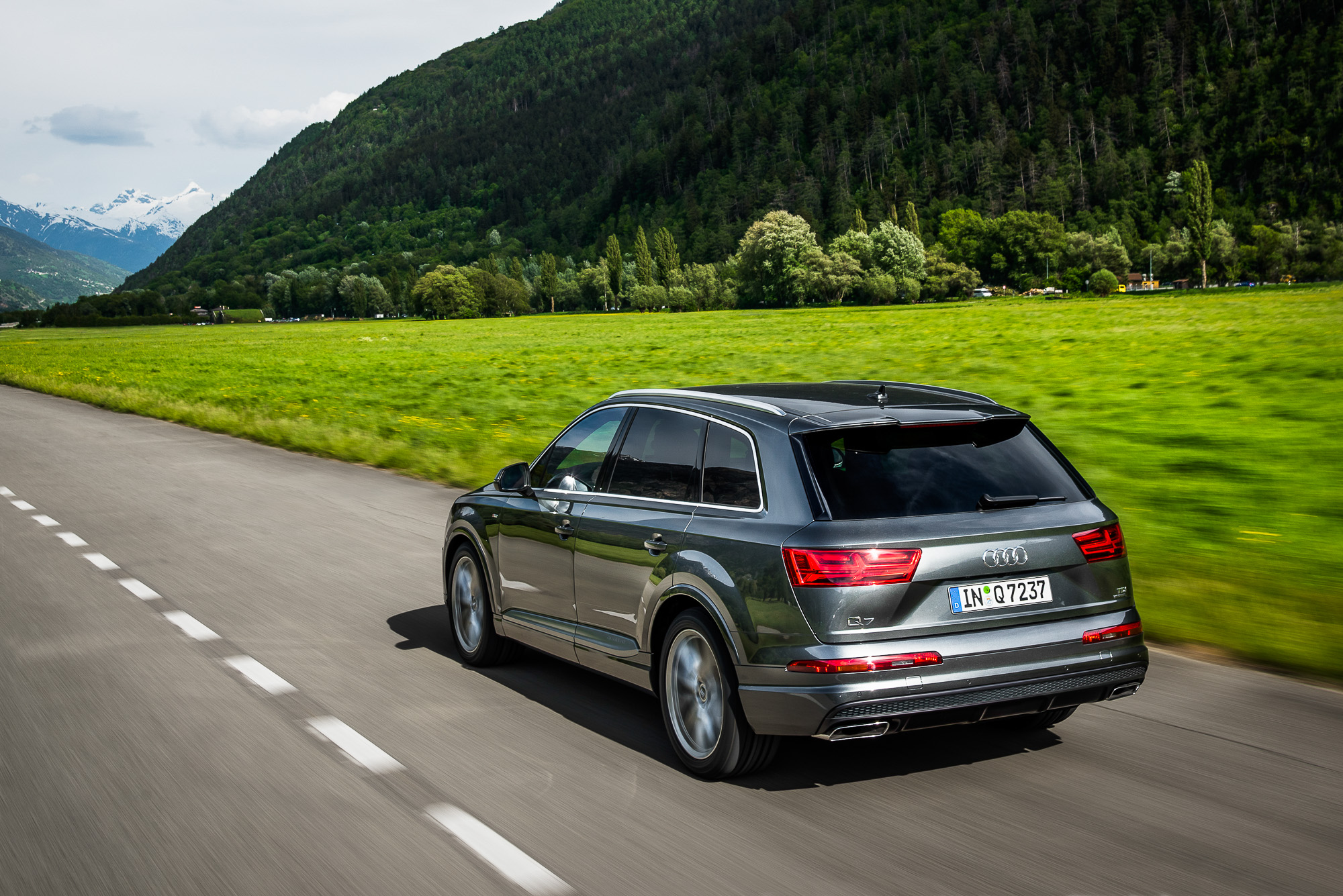Compare Car Specs >> 2016 Audi Q7 Review | CarAdvice