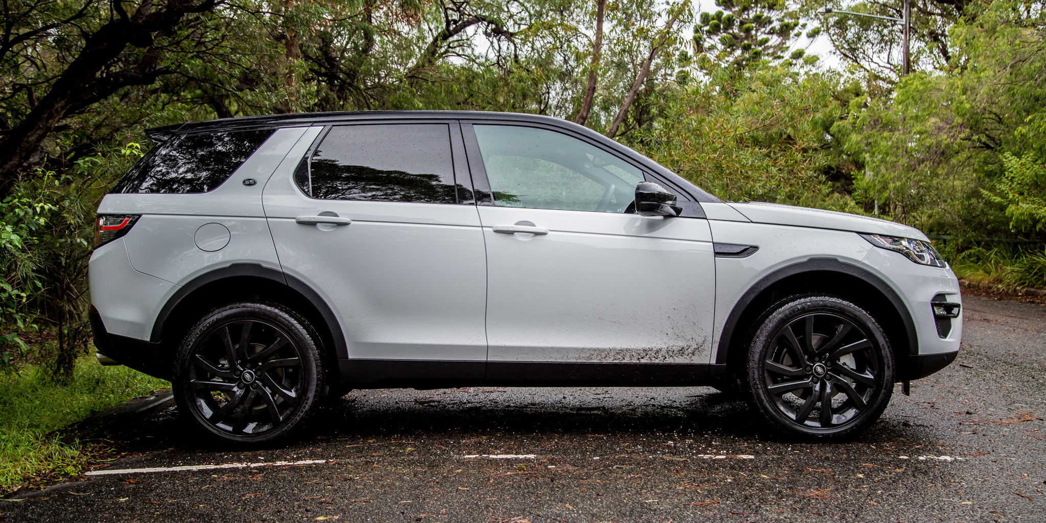 2015 land rover discovery sport review se and hse off. Black Bedroom Furniture Sets. Home Design Ideas