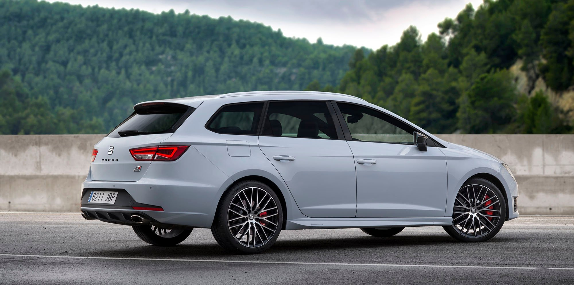 seat leon st cupra becomes fastest wagon around the. Black Bedroom Furniture Sets. Home Design Ideas
