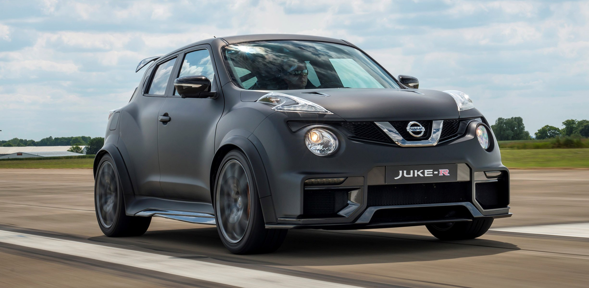 nissan juke r 2 0 unveiled with gt r nismo engine photos. Black Bedroom Furniture Sets. Home Design Ideas