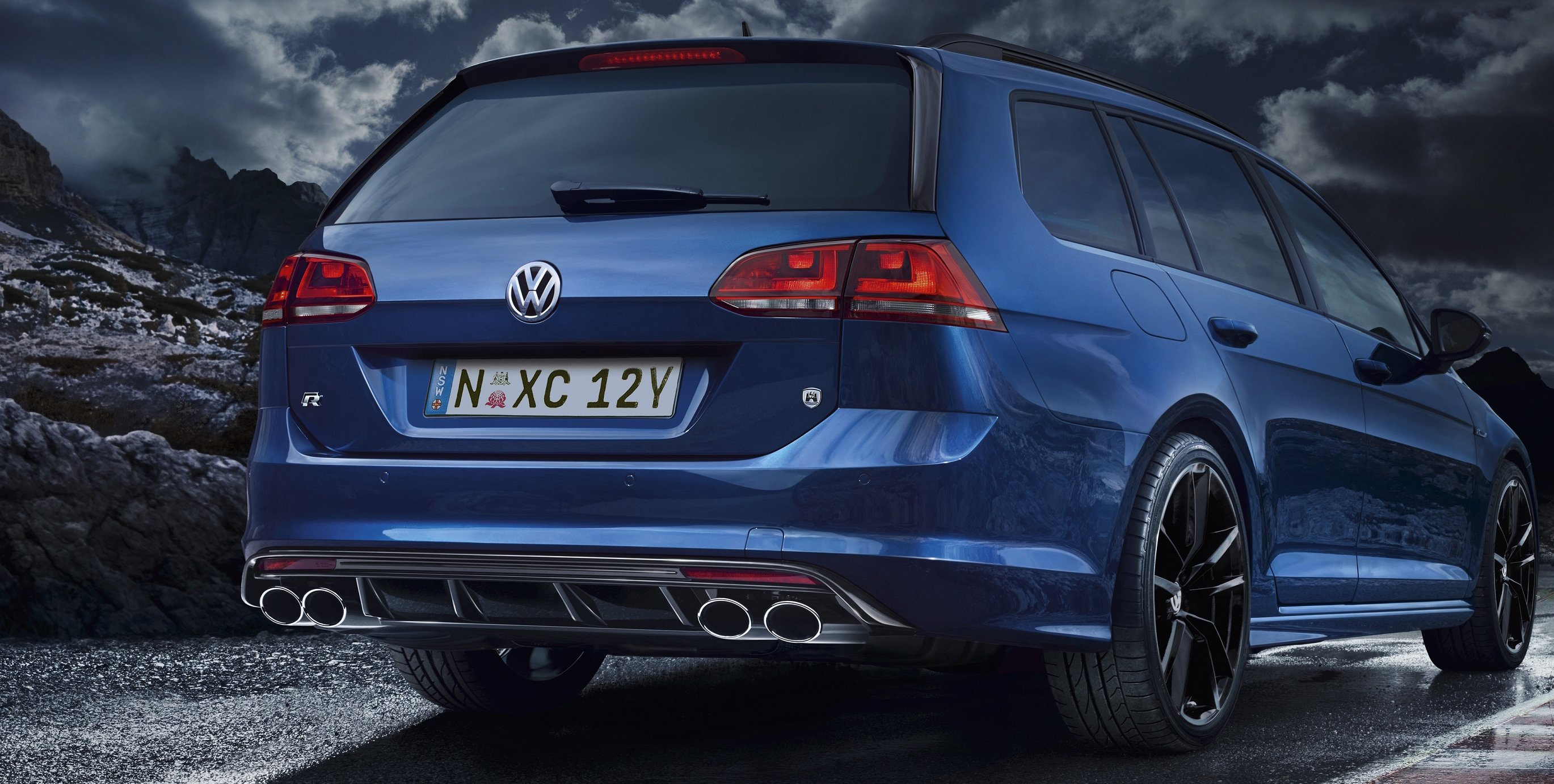 volkswagen golf r wagon priced at 58 990 photos 1 of 4. Black Bedroom Furniture Sets. Home Design Ideas
