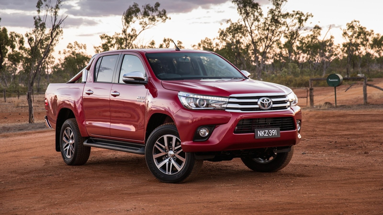 2016 toyota hilux tuned for australia with big sales on the horizon photos 1 of 19. Black Bedroom Furniture Sets. Home Design Ideas