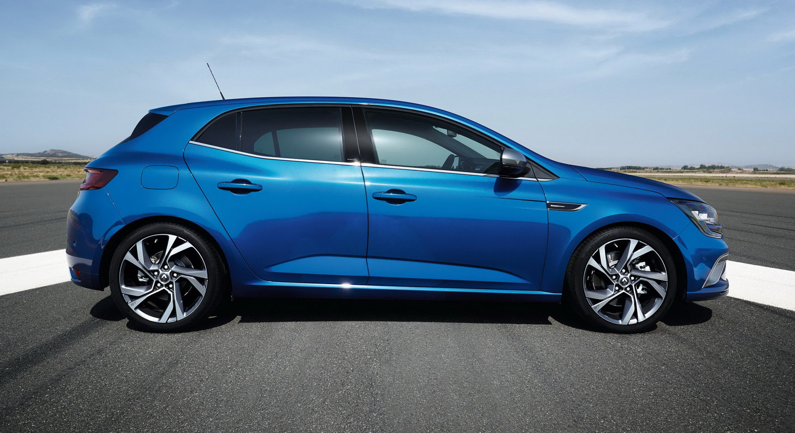 2016 renault megane hatch premieres led by 152kw gt for now photos 1 of 25. Black Bedroom Furniture Sets. Home Design Ideas