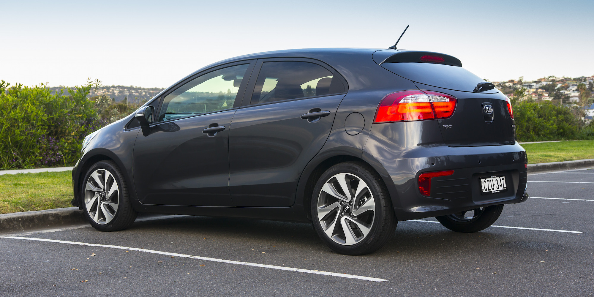 kia rio 2015 hatchback review autos post. Black Bedroom Furniture Sets. Home Design Ideas