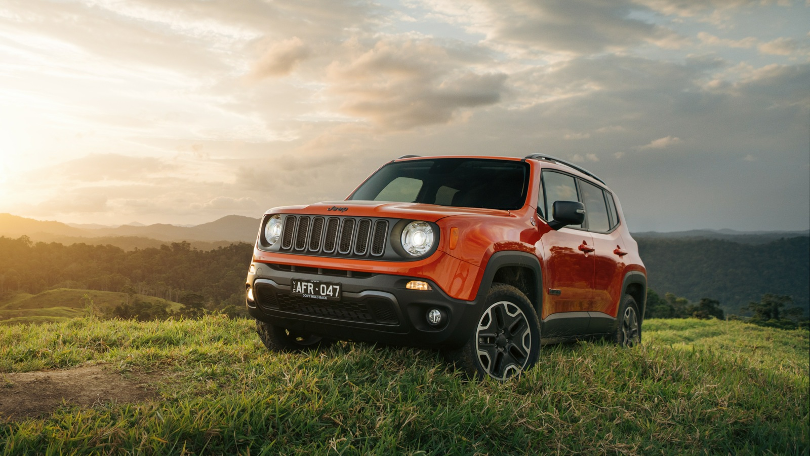 2016 jeep renegade pricing slashed by up to 2500 cashback offer for existing owners photos. Black Bedroom Furniture Sets. Home Design Ideas