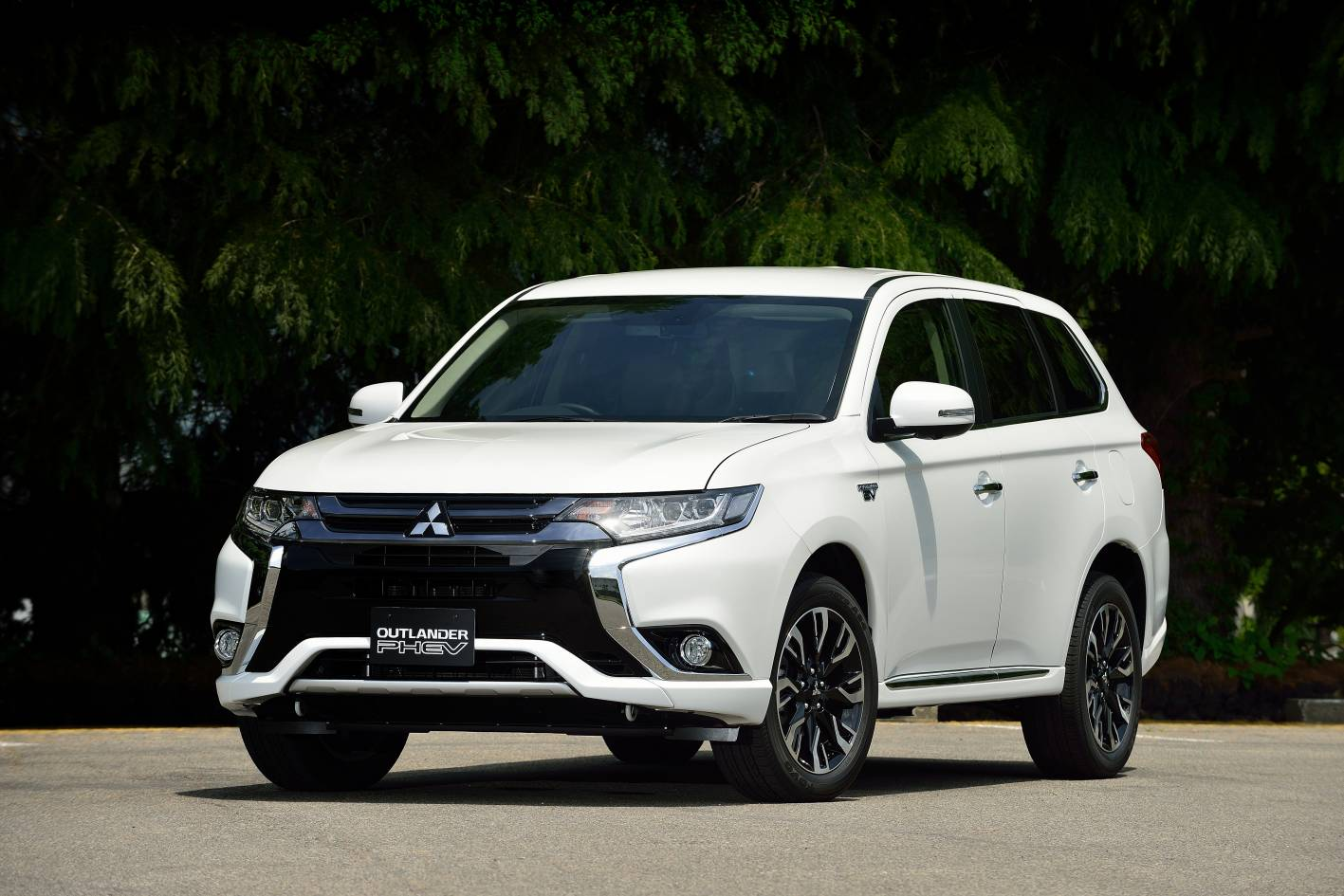2016 mitsubishi outlander phev review caradvice. Black Bedroom Furniture Sets. Home Design Ideas