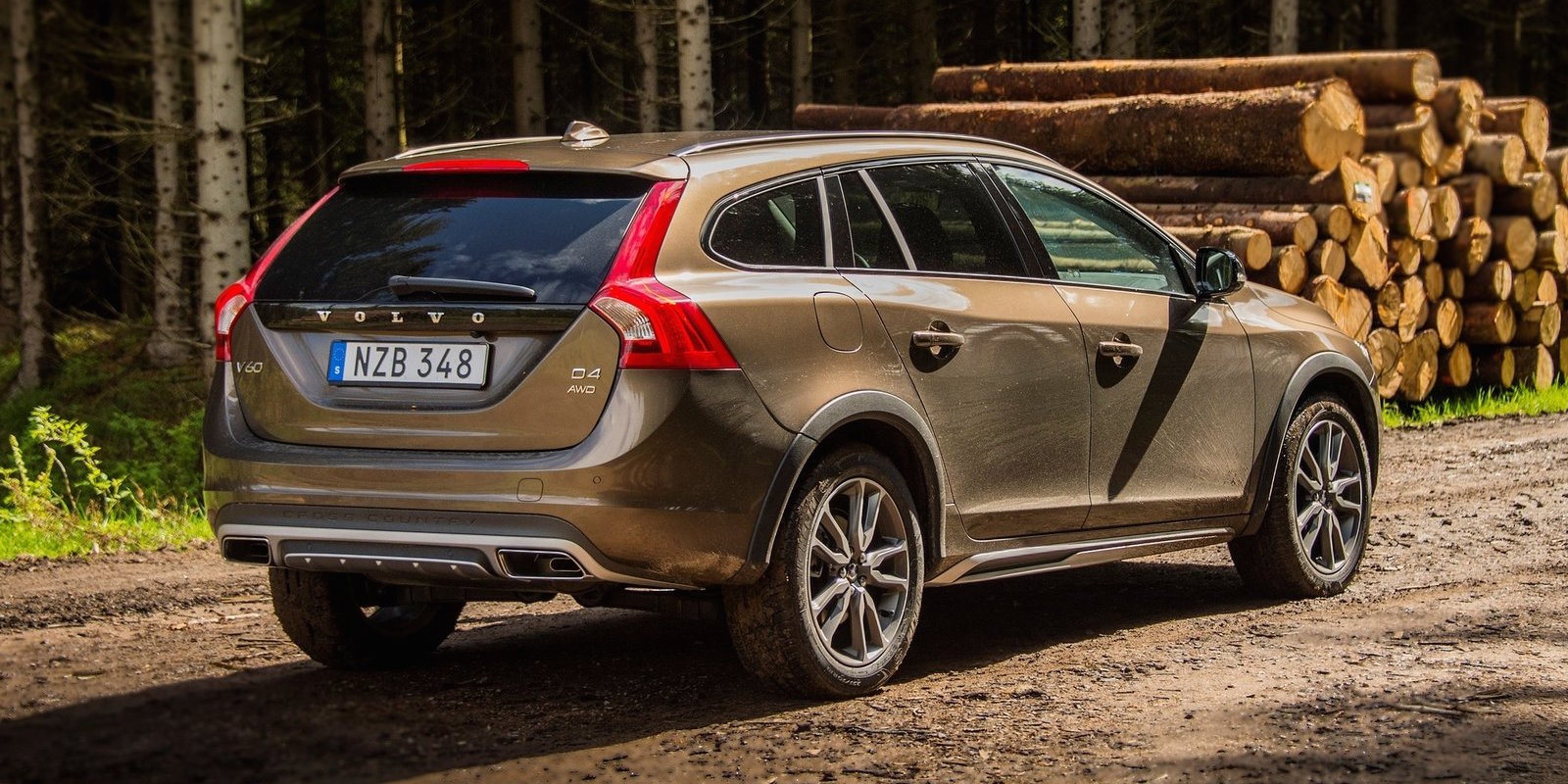 volvo v60 cross country pricing and specifications photos 1 of 3. Black Bedroom Furniture Sets. Home Design Ideas