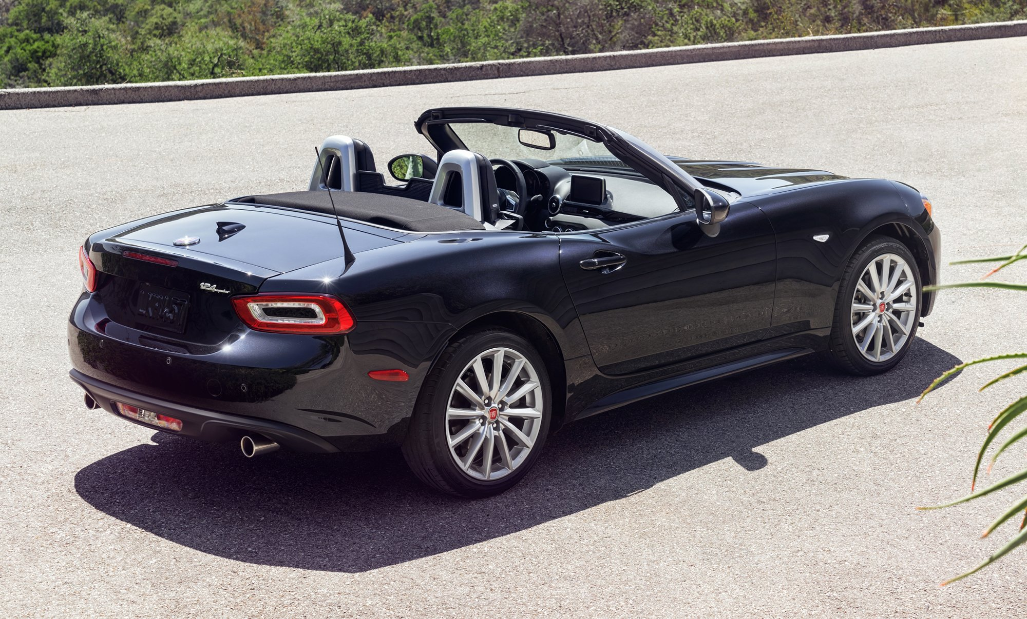 2016 fiat new cars photos 1 of 3 for Fiat 124 spider motor