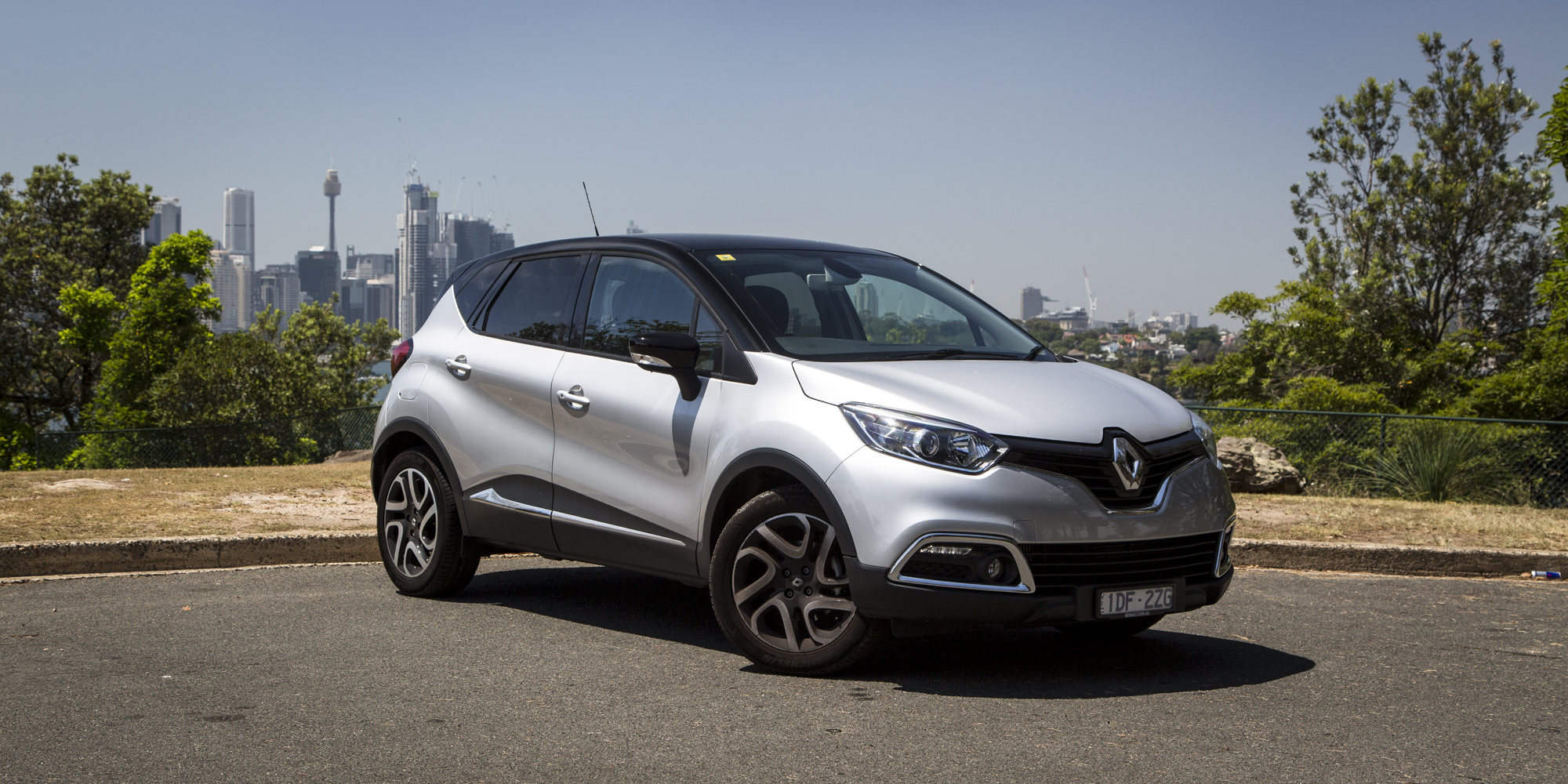renault captur facelift and 39 ev surprise 39 coming to geneva photos 1 of 3. Black Bedroom Furniture Sets. Home Design Ideas