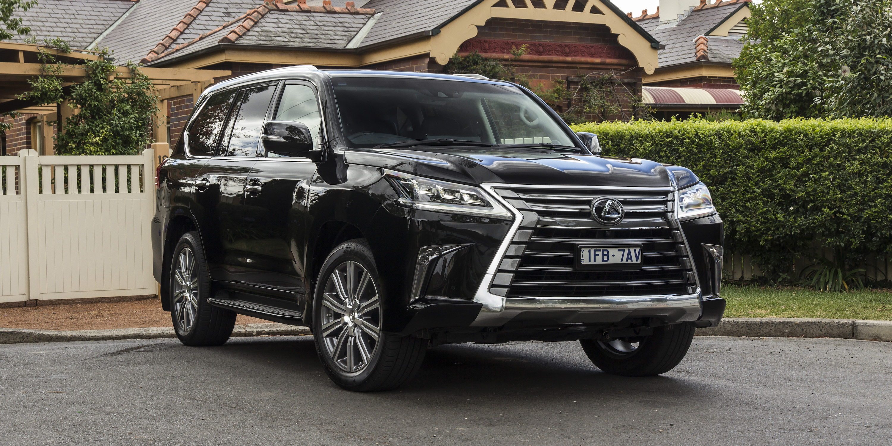 2016 lexus lx570 review caradvice. Black Bedroom Furniture Sets. Home Design Ideas