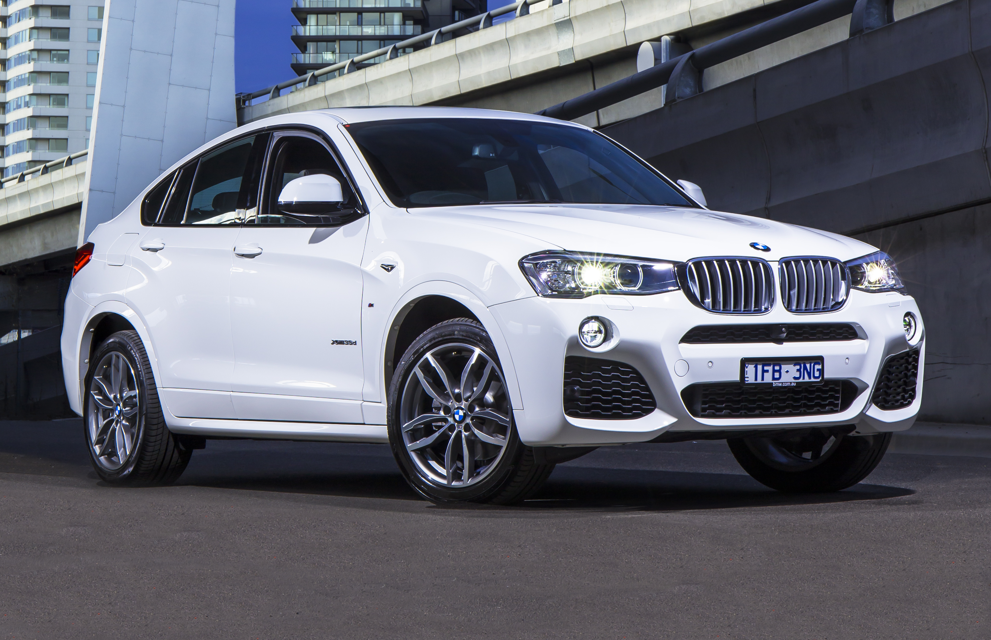 2010 bmw x6 reviews bmw x6 price photos and specs html. Black Bedroom Furniture Sets. Home Design Ideas
