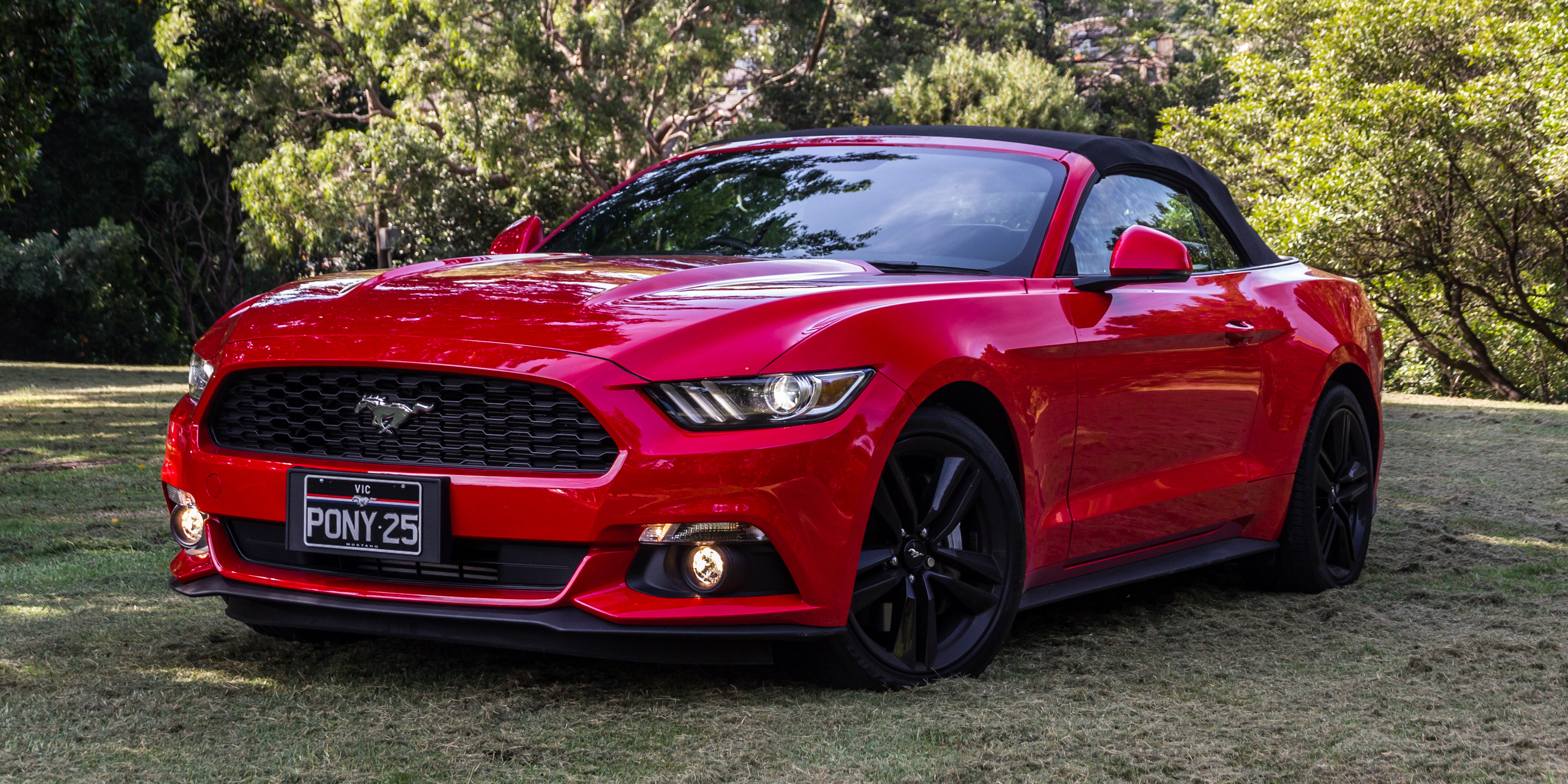 2016 ford mustang ecoboost convertible review caradvice. Black Bedroom Furniture Sets. Home Design Ideas