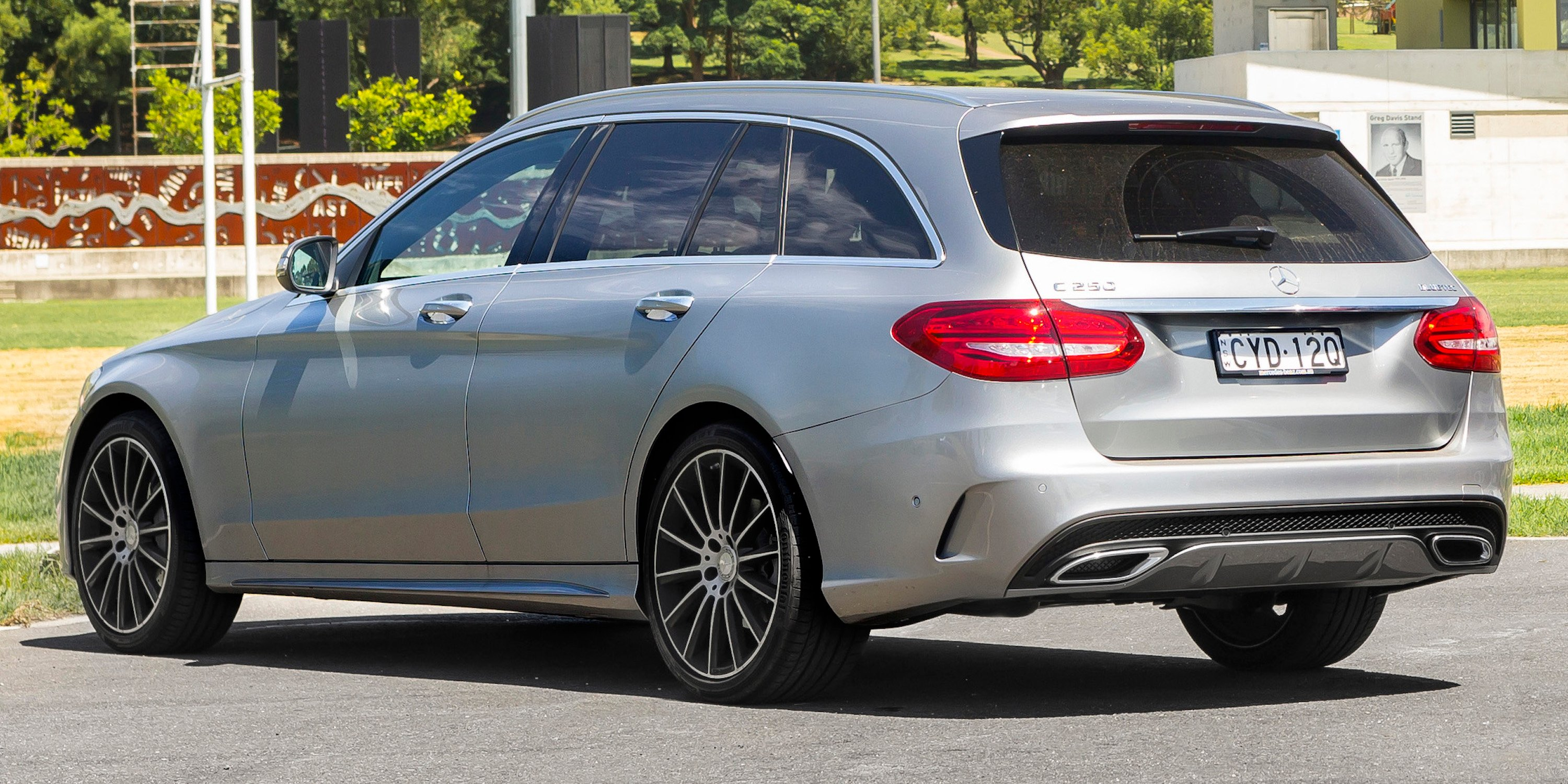 Mercedes benz c250d estate v mercedes benz glc250d 4matic for Mercedes benz estate cars