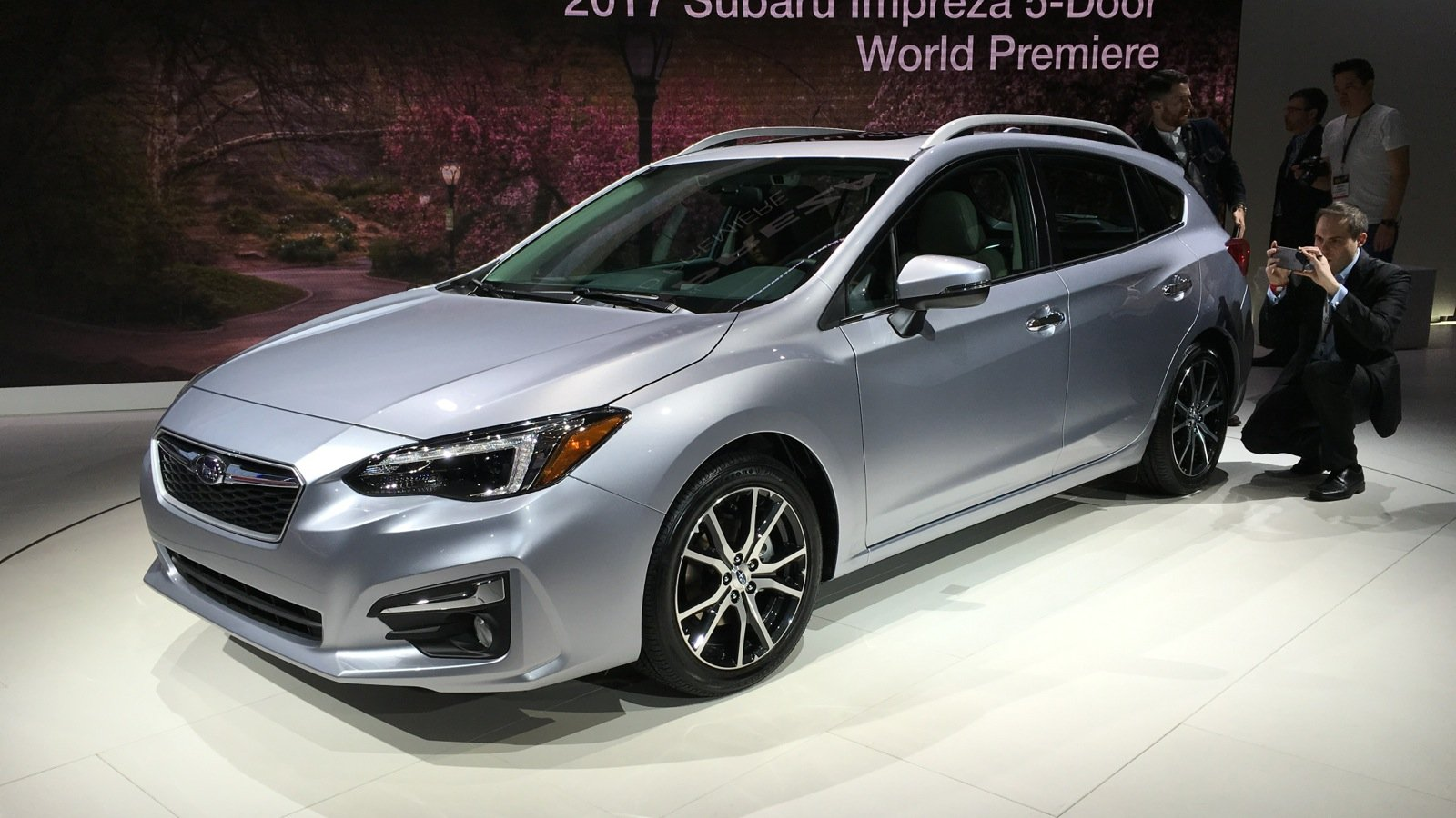 2017 subaru impreza hatch and sedan gallery photos 1 of 20. Black Bedroom Furniture Sets. Home Design Ideas