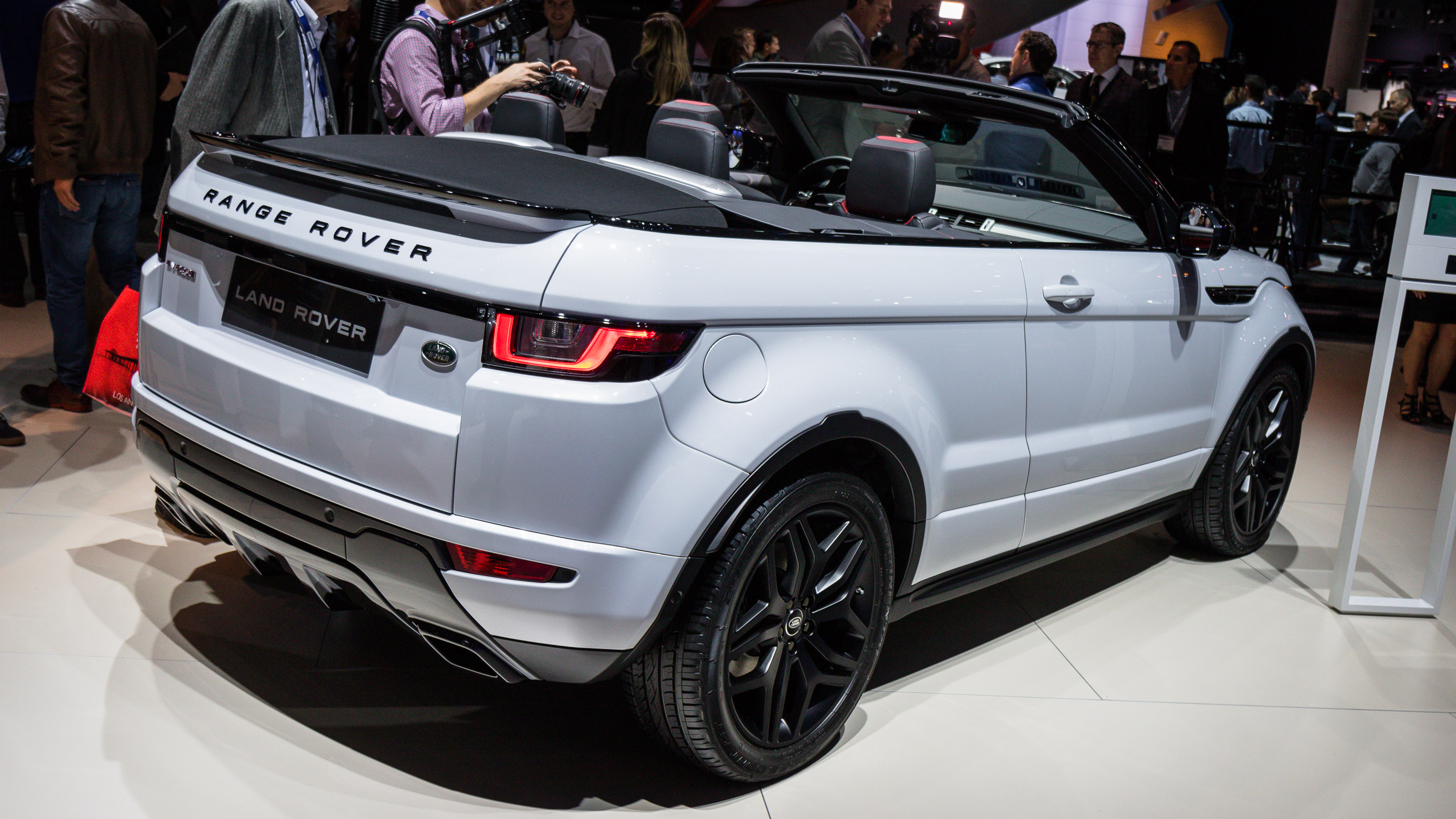 2017 land rover range rover evoque convertible review. Black Bedroom Furniture Sets. Home Design Ideas
