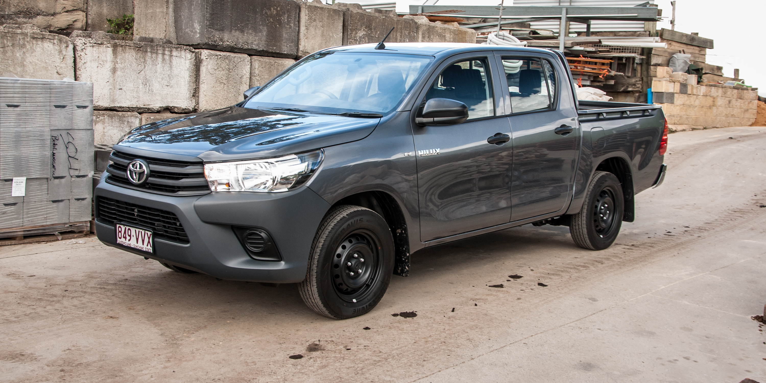 2016 toyota hilux workmate 4x2 double cab review caradvice. Black Bedroom Furniture Sets. Home Design Ideas