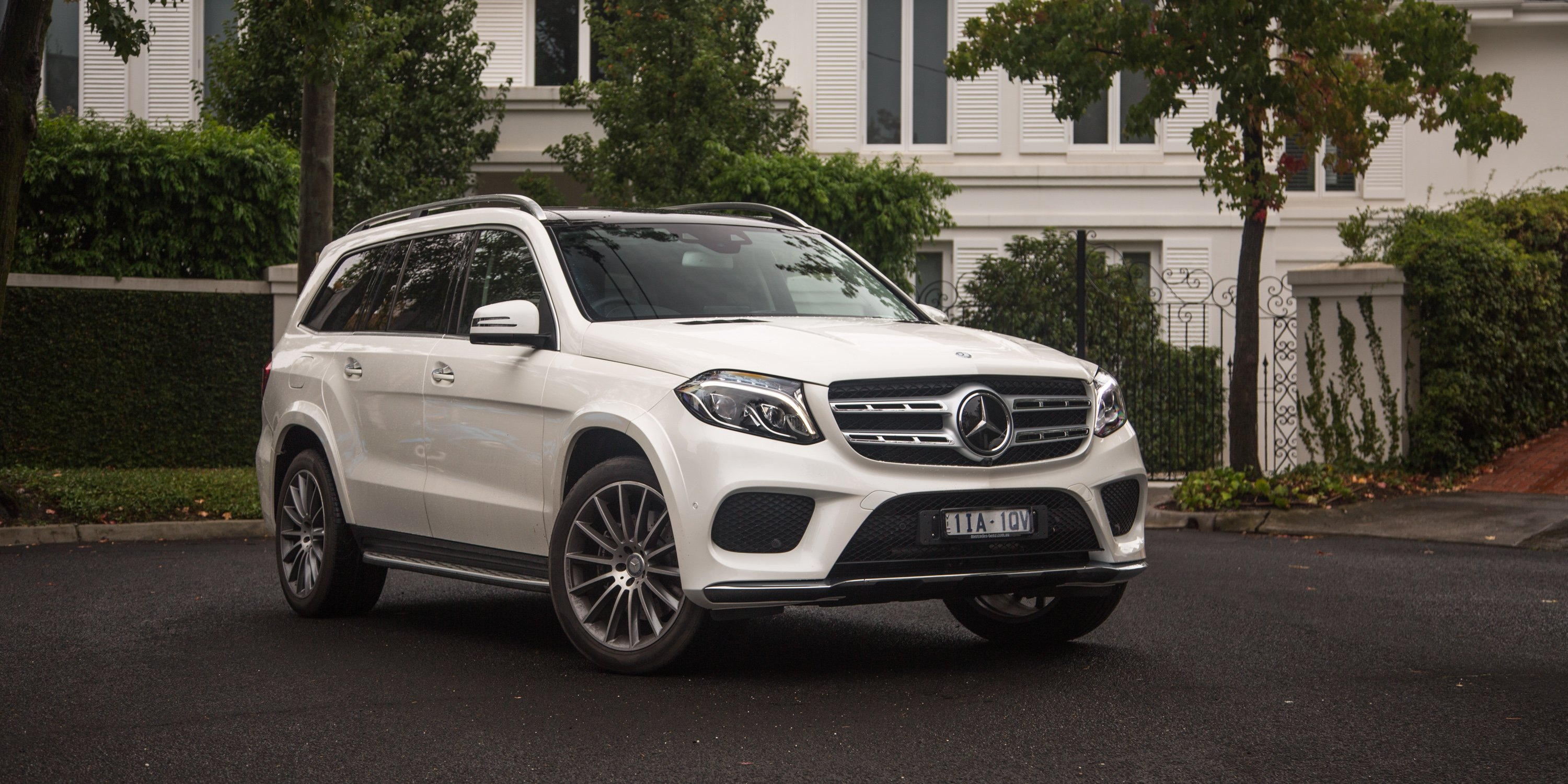 2016 mercedes benz gls review caradvice for Mercedes benz mbrace reviews