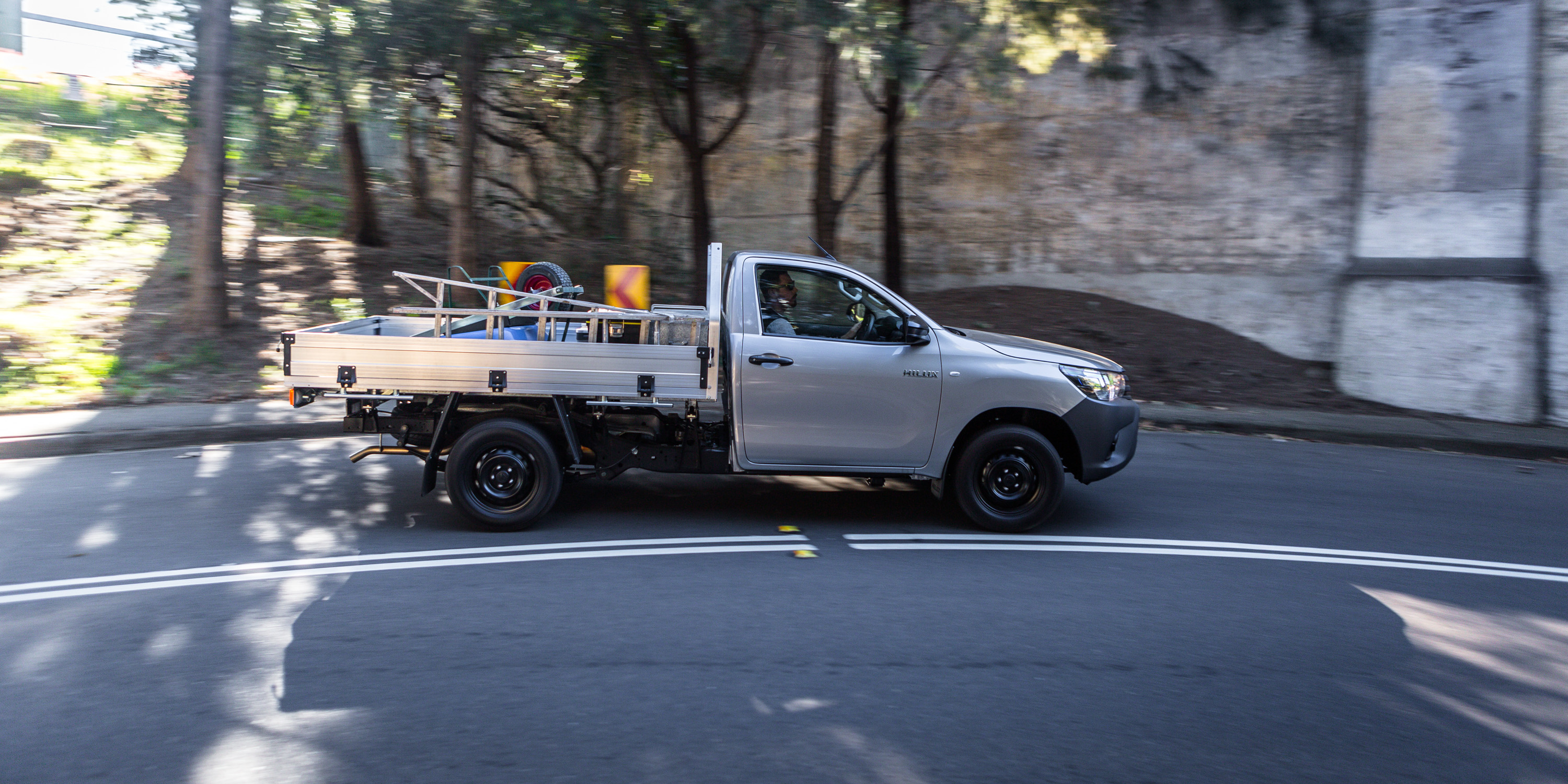 2016 toyota hilux sr 4x4 cab chassis review caradvice - 2016 Toyota Hilux Workmate 4x2 Single Cab Review
